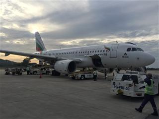 苏梅岛遇到一架刚转入曼谷航空还没改涂装和注册号的前保加利亚航空飞机