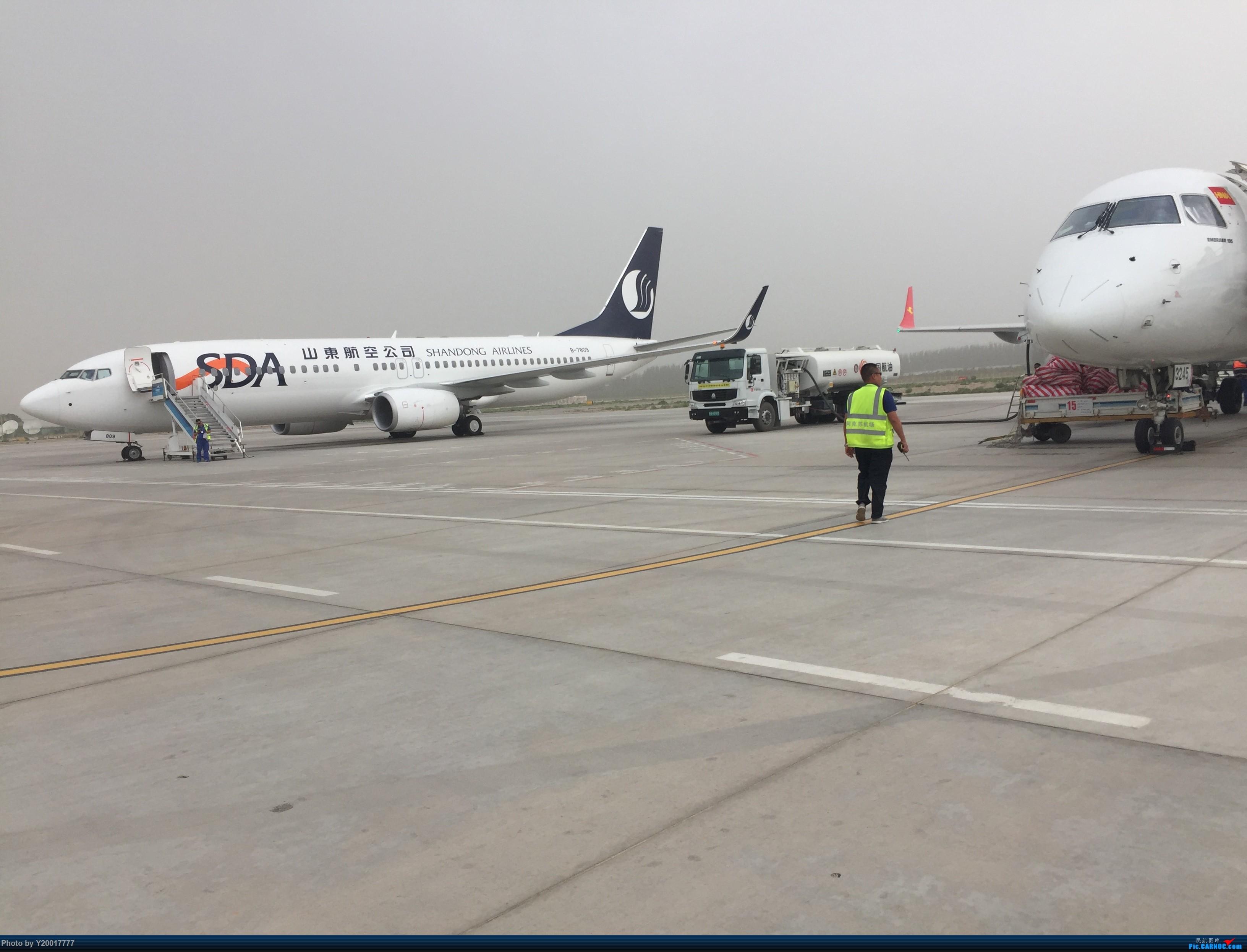 山东航空波音737-800,注册号B-7809