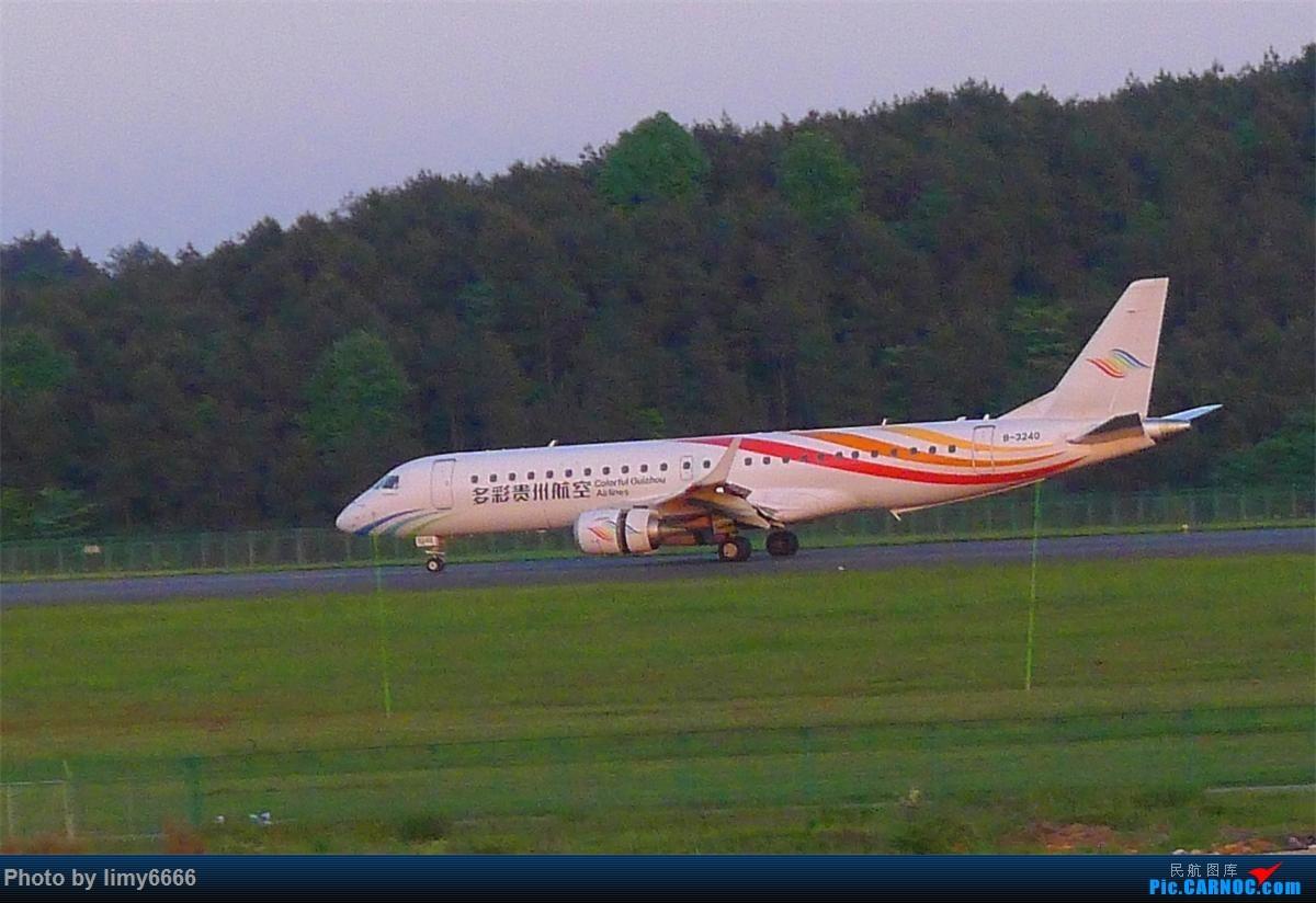 Re:[原创]平生首次旅游。凤凰古城两天一夜游。更新完毕 E-190 B-2240 中国铜仁凤凰机场