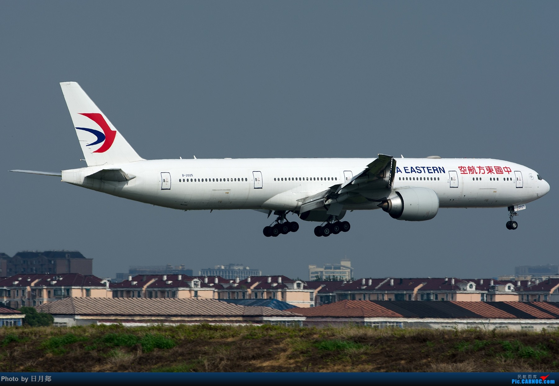 Re:[原创]【虹桥】赶在雷雨来临之前来两张 BOEING 777-300ER B-2025 中国上海虹桥国际机场