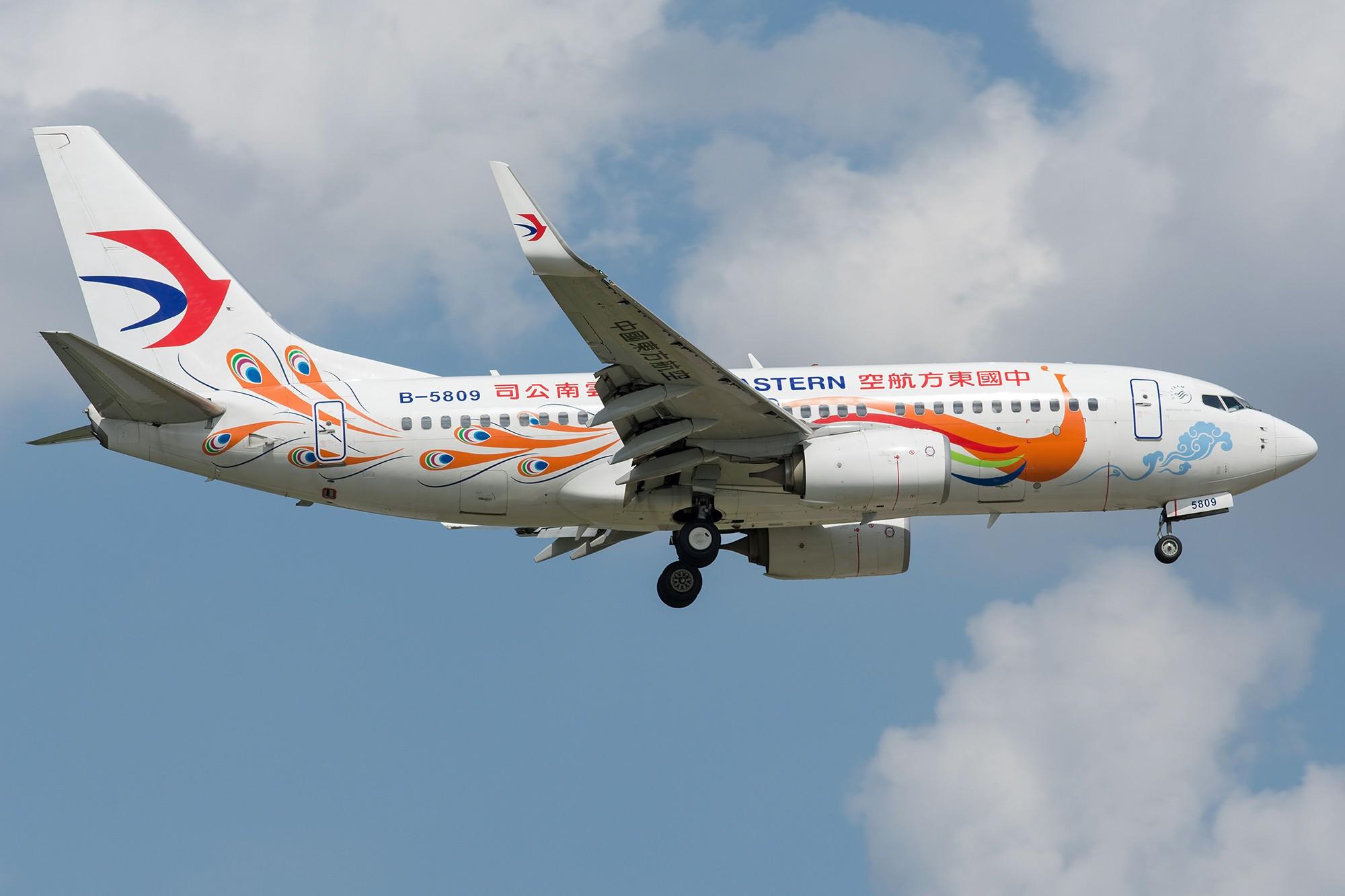 Re:[原创][SHA]蓝天白云下737一组 BOEING 737-700 B-5809 中国上海虹桥国际机场