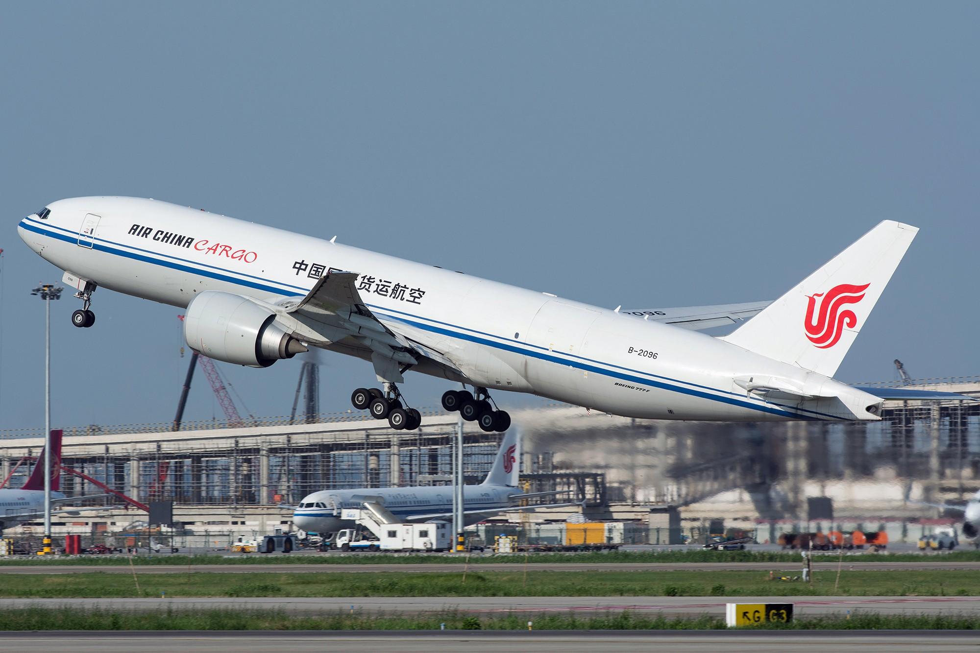 [原创][PVG] 庆祝升级777,发一组777cargo Y(^_^)Y BOEING 777-200F B-2096 中国上海浦东国际机场