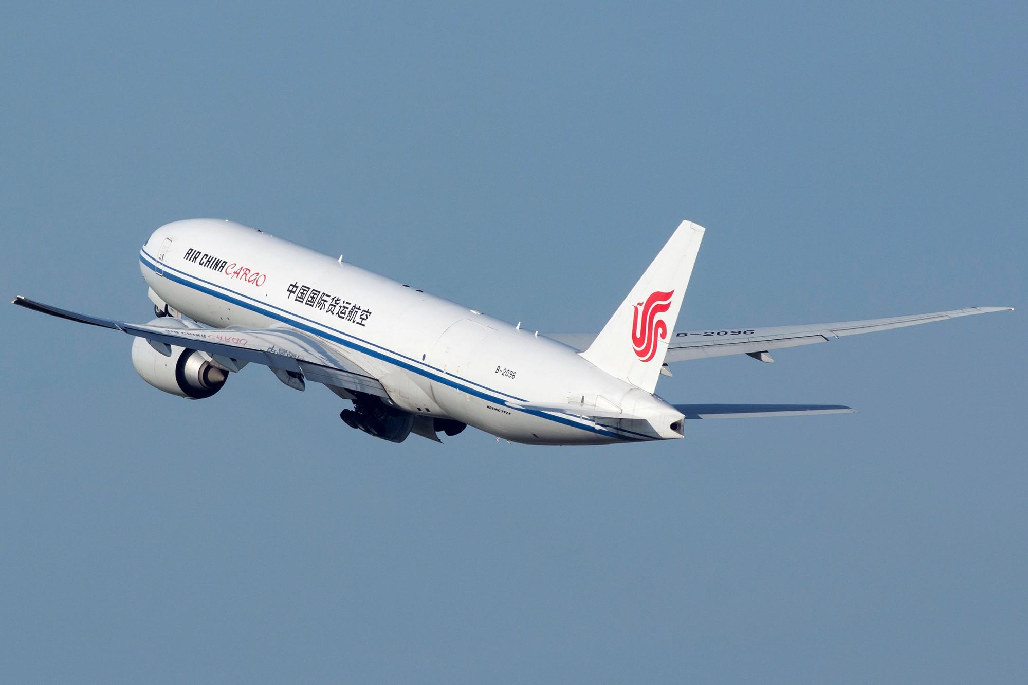 Re:[原创][PVG] 庆祝升级777,发一组777cargo Y(^_^)Y BOEING 777-200F B-2096 中国上海浦东国际机场