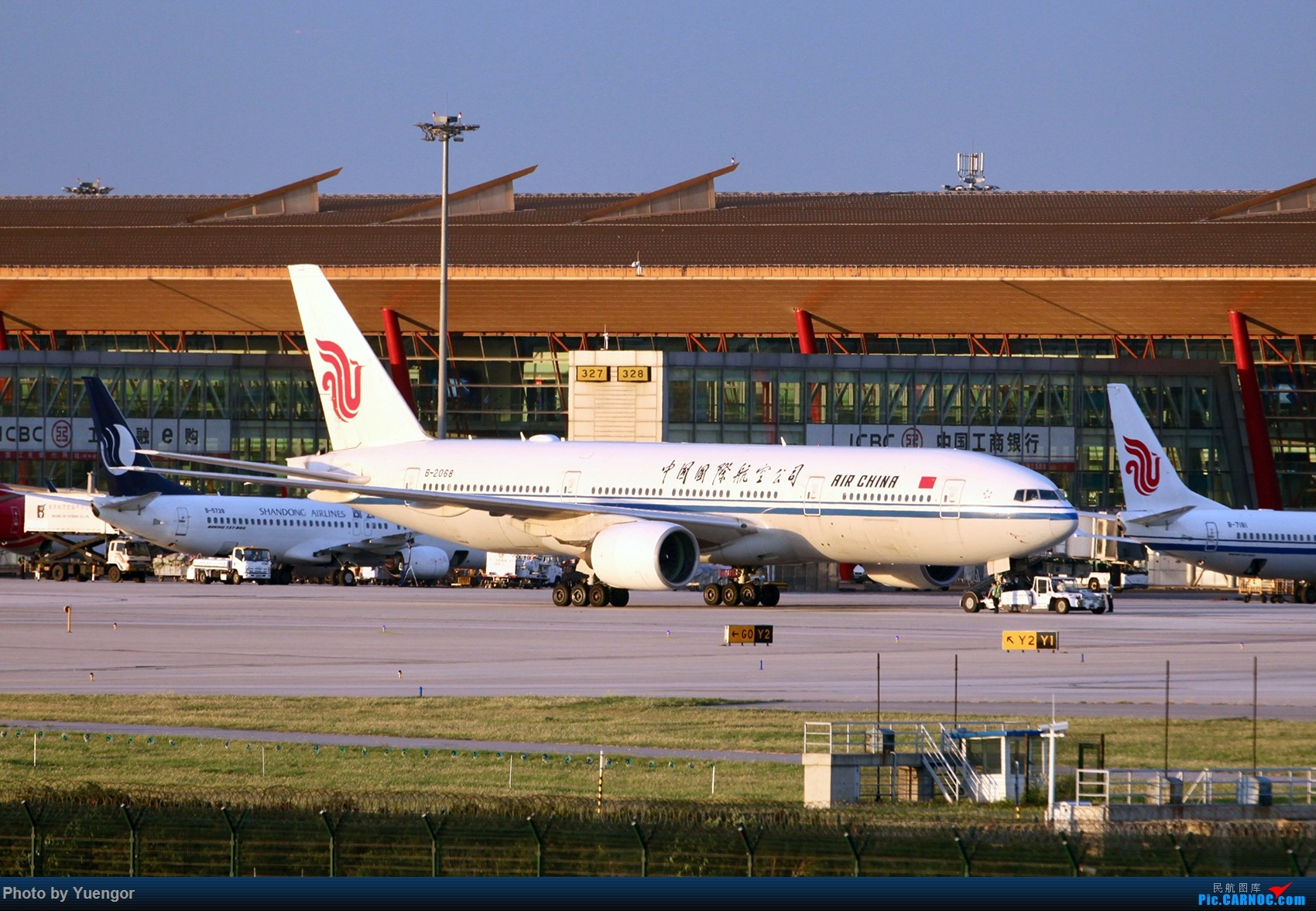 Re:[原创]【兰州飞友会】08.2016 LHW-PEK-AUH-MSQ 暑期返村 BOEING 777-200 B-2068 中国北京首都国际机场