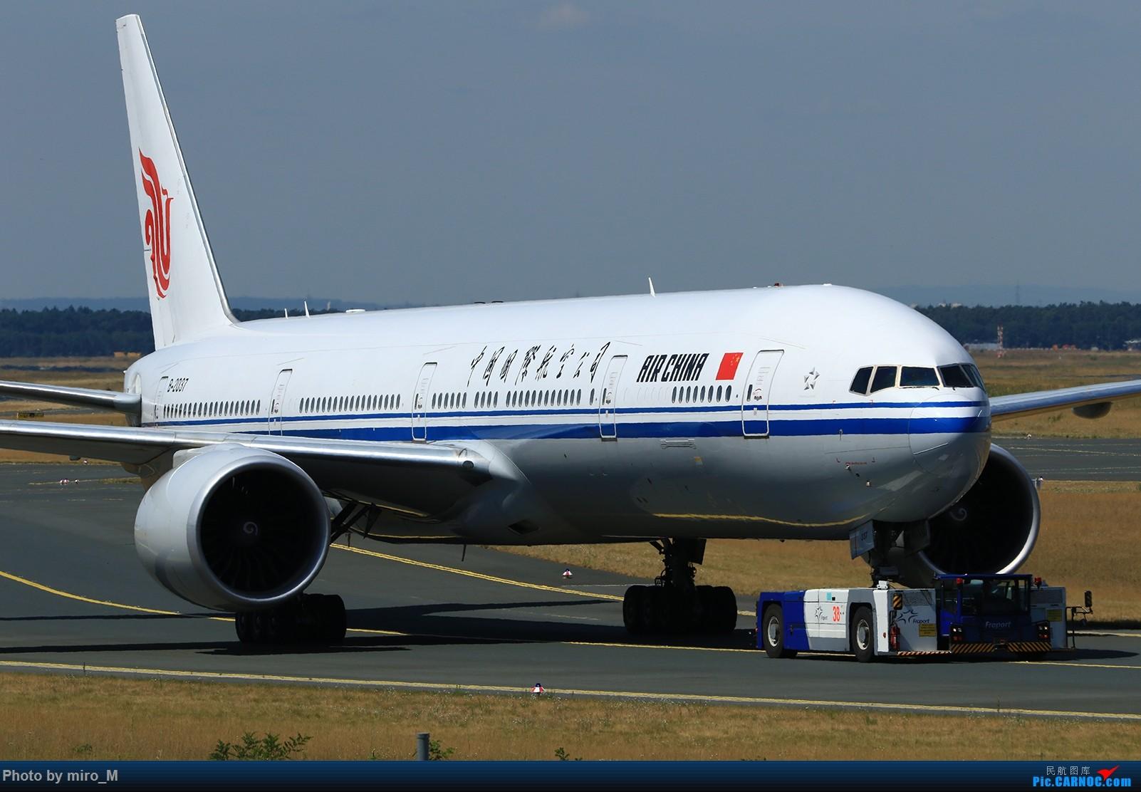 Re:[原创]欧洲浪了一圈,CS100,BAE146,fokker70等新老机型串着飞+ZRH,MUC,FRA,AMS,TLS拍机 BOEING 777-300ER B-2037 德国法兰克福机场