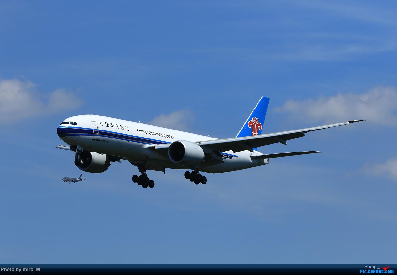 Re:[原创]欧洲浪了一圈,CS100,BAE146,fokker70等新老机型串着飞+ZRH,MUC,FRA,AMS,TLS拍机 BOEING 777-200 B-2042 德国法兰克福机场