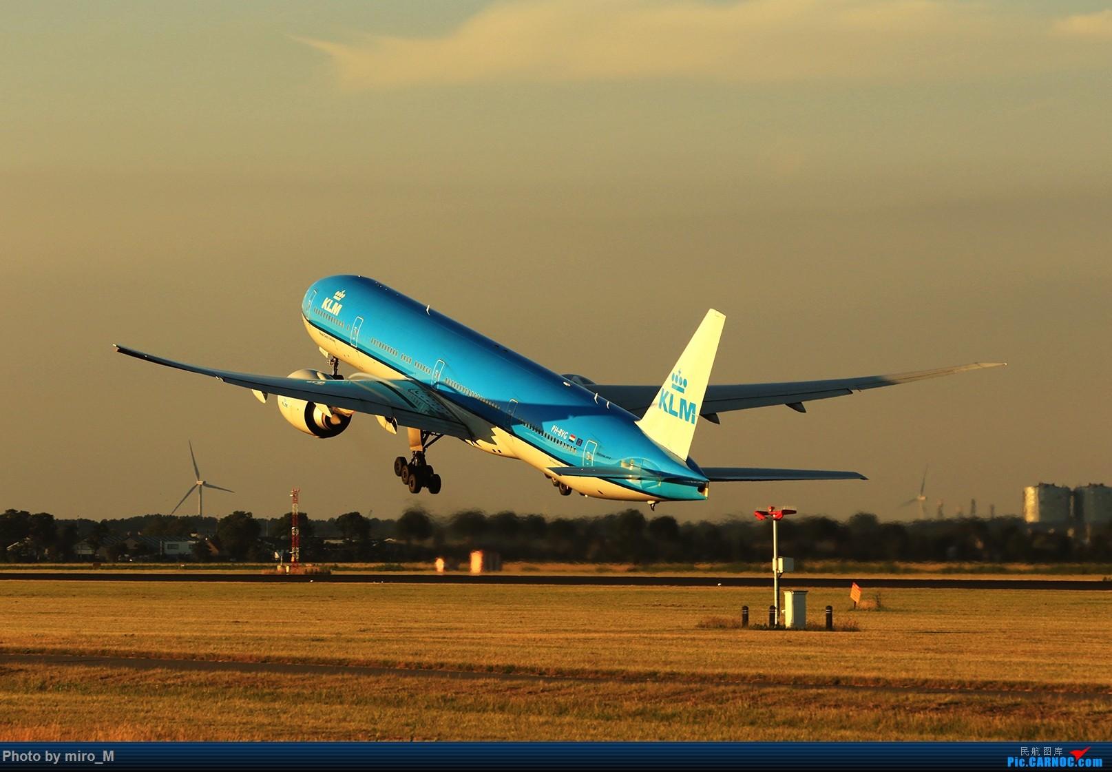 Re:[原创]欧洲小众机型体验之旅,附所到的机场拍机图片(中) BOEING 777-300ER  AMS