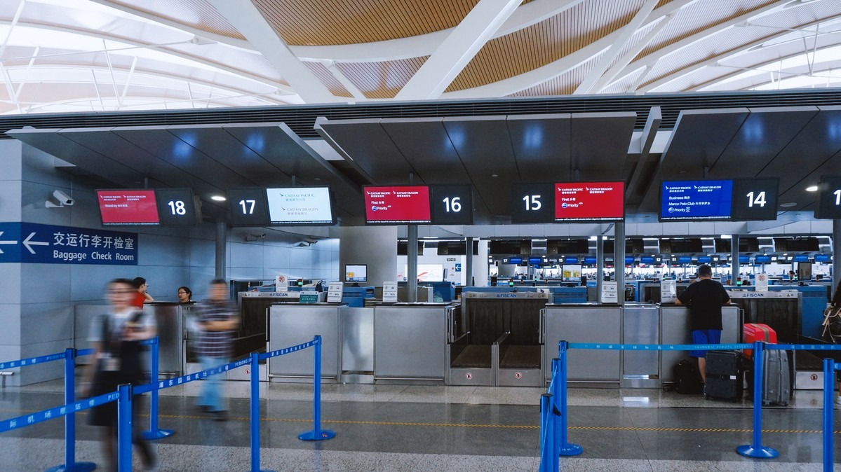Re: [原创]【 回国八万里 | 兑现一个三年的承诺 | 金色海峡 | 下集 】    中国上海浦东国际机场