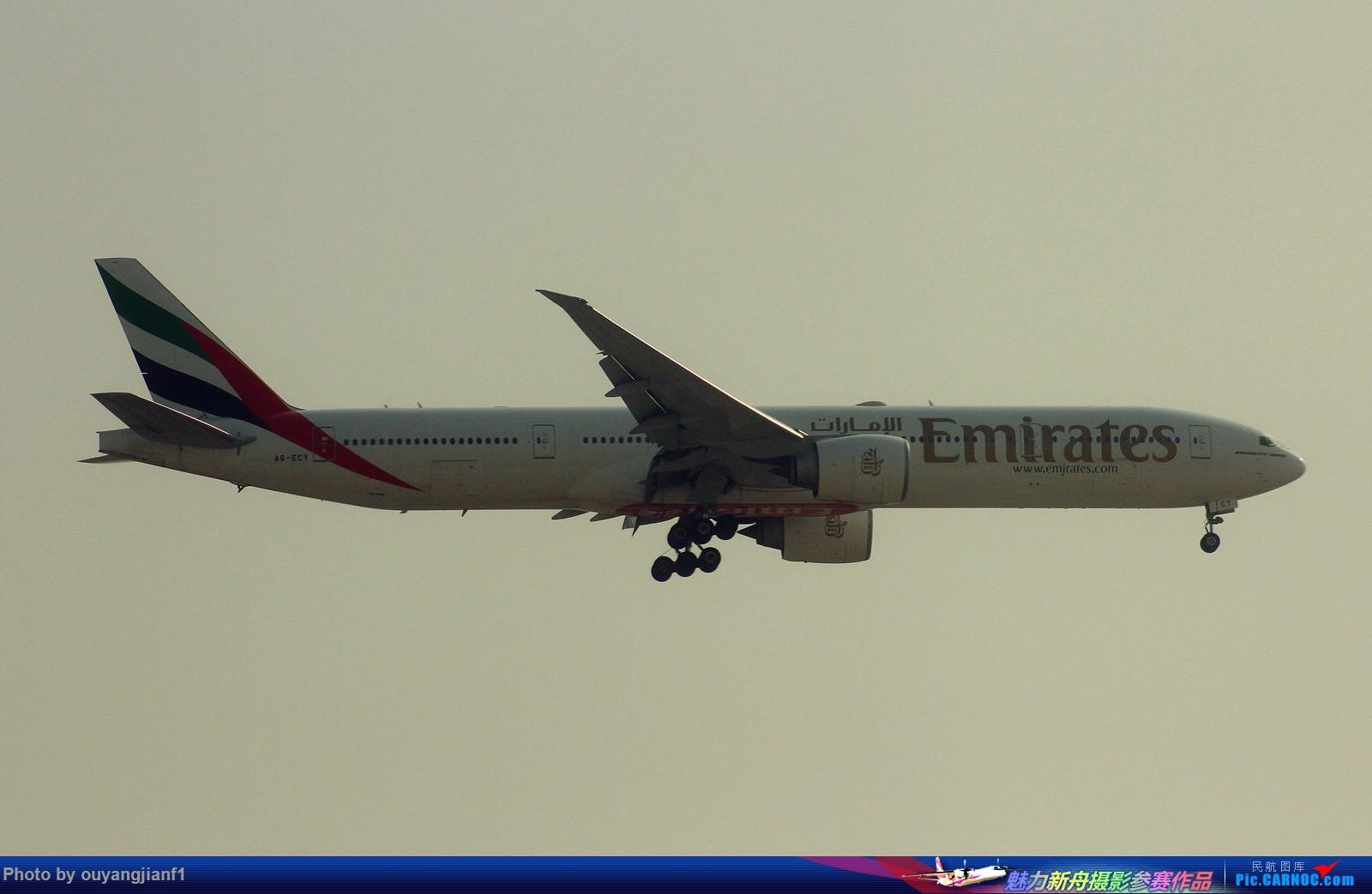 [原创]很多年没有来贴图区了,记一次本不在计划中的迪拜拍机之行,在漫天黄沙中EK的380和777真的看到吐血.... BOEING 777-300ER A6-ECY 迪拜机场