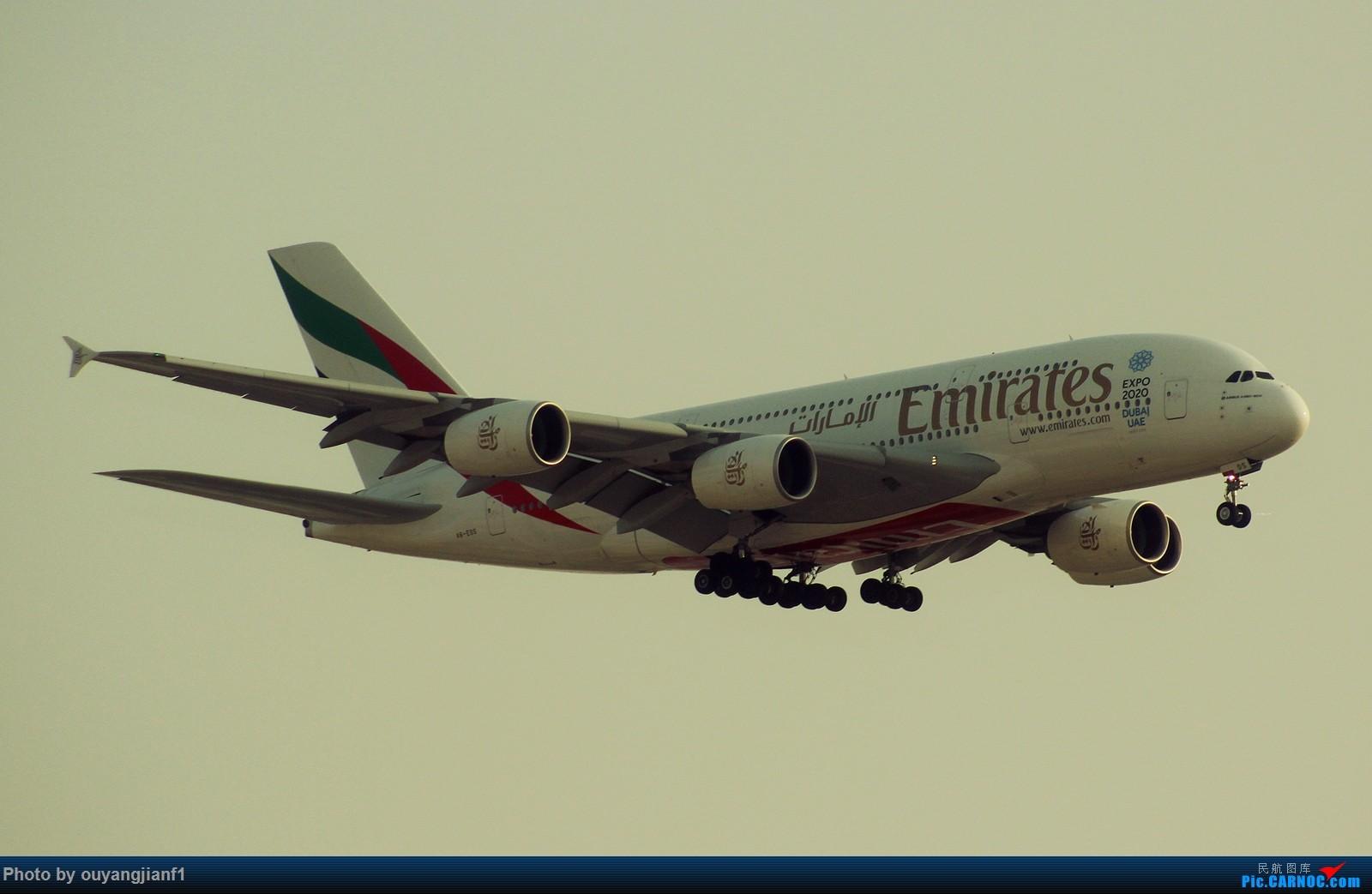 Re:[原创]很多年没有来贴图区了,记一次本不在计划中的迪拜拍机之行,在漫天黄沙中EK的380和777真的看到吐血.... AIRBUS A380-800 A6-EOS 阿拉伯联合酋长国迪拜国际机场