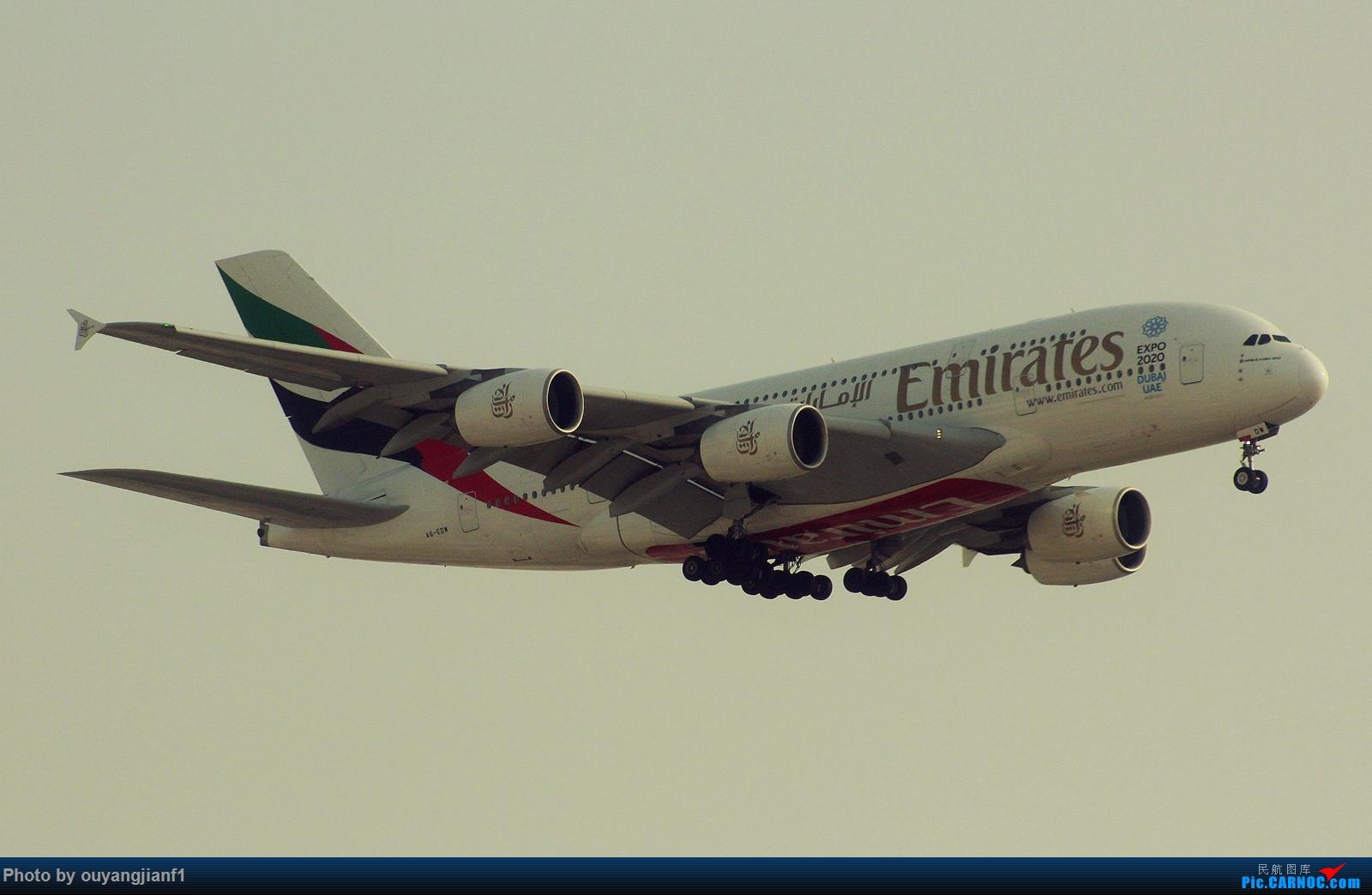 Re:[原创]很多年没有来贴图区了,记一次本不在计划中的迪拜拍机之行,在漫天黄沙中EK的380和777真的看到吐血.... AIRBUS A380-800 A6-EDW 阿拉伯联合酋长国迪拜国际机场