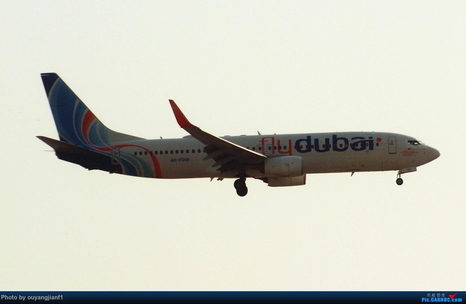 Re:[原创]很多年没有来贴图区了,记一次本不在计划中的迪拜拍机之行,在漫天黄沙中EK的380和777真的看到吐血.... BOEING 737-800 A6-FDW 阿拉伯联合酋长国迪拜国际机场