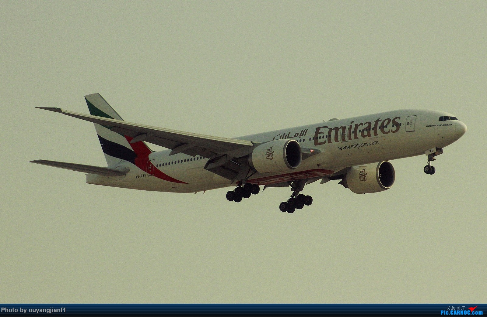 Re:[原创]很多年没有来贴图区了,记一次本不在计划中的迪拜拍机之行,在漫天黄沙中EK的380和777真的看到吐血.... BOEING 777-200LR A6-EWG 阿拉伯联合酋长国迪拜国际机场