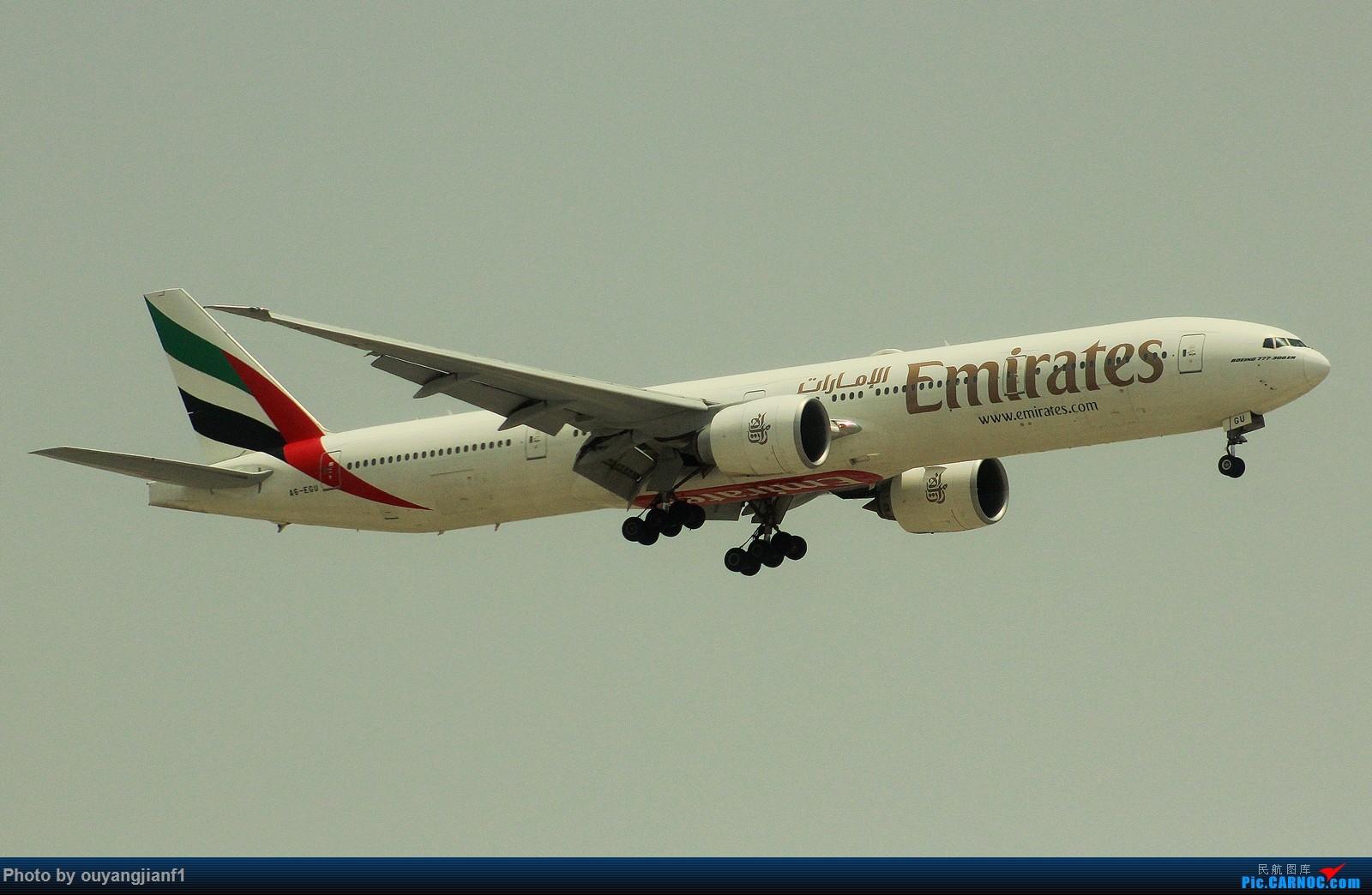 Re:[原创]很多年没有来贴图区了,记一次本不在计划中的迪拜拍机之行,在漫天黄沙中EK的380和777真的看到吐血.... BOEING 777-300ER A5-EGU 阿拉伯联合酋长国迪拜国际机场