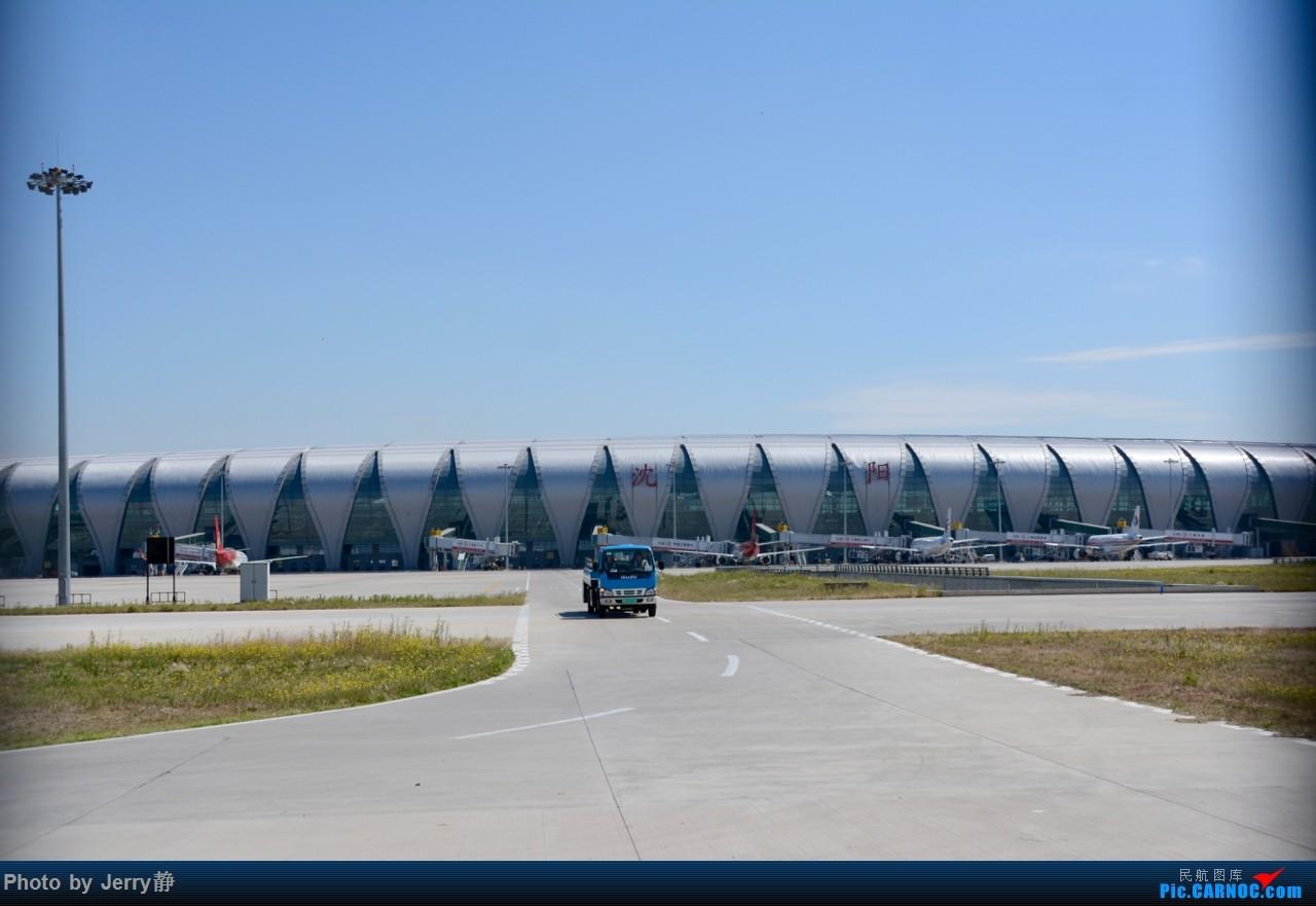 Re:[求]跪求各城市机场航站楼醒目标志LOGO照片,小弟在此谢过了。谢谢谢谢,赠送小飞机o    中国沈阳桃仙国际机场