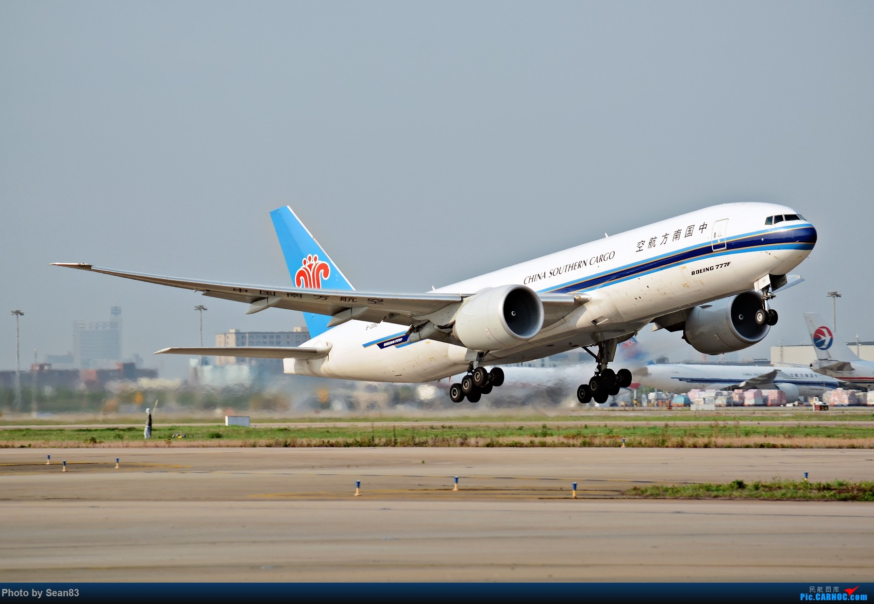 [原创](PVG 1800*)一图 南航77F 拉起 BOEING 777-200 B-2010 上海浦东国际机场