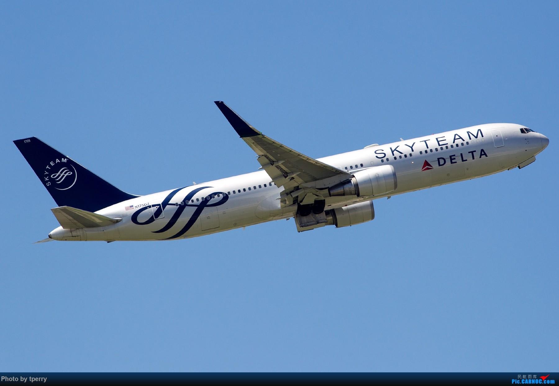 Re:【1800大图】蓝天来好货的机会可真不多 关键词:汉莎拜仁 米老鼠 达美天合 BOEING 767-300 N175DZ 中国北京首都国际机场