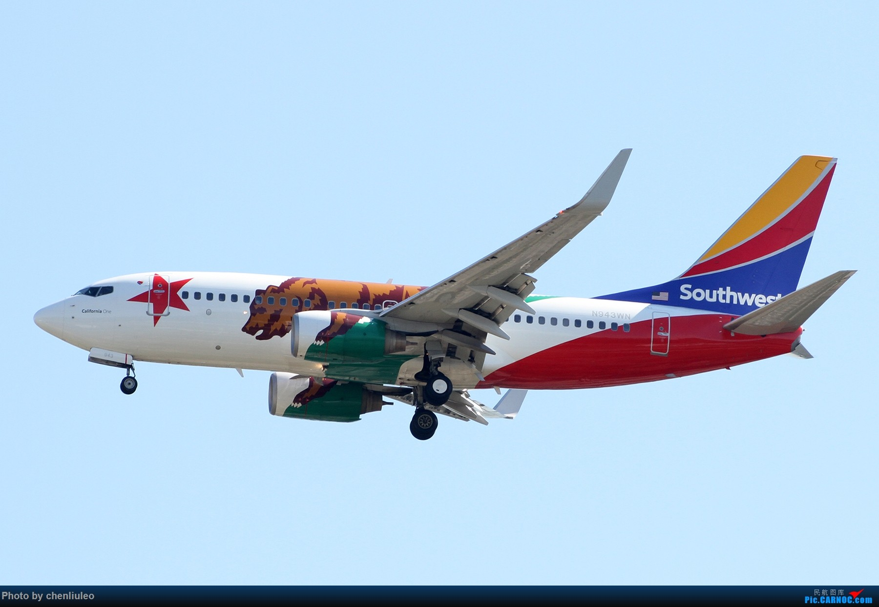 Re:[原创]【北美飞友会】本来是去等西南航空的新加州一号彩绘 结果有意外惊喜 美军C-40C BOEING 737-700 N943WN 美国圣路易斯机场