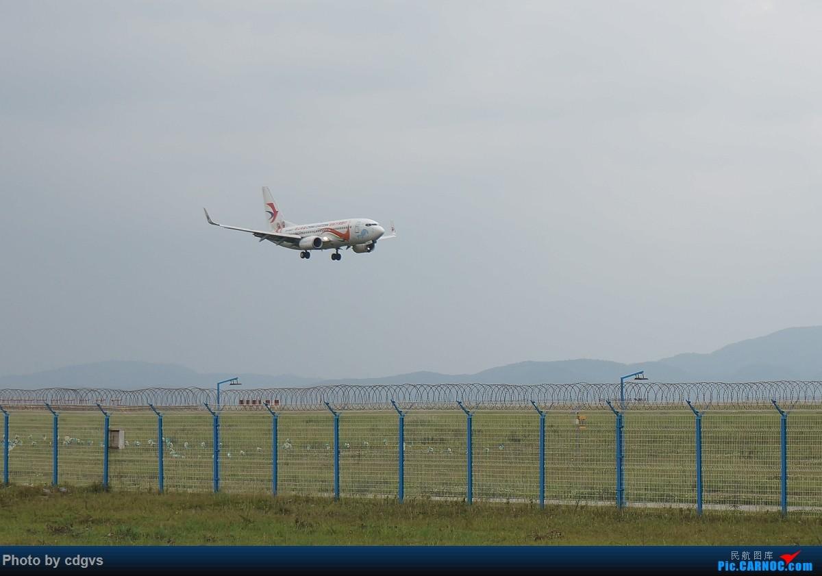 Re:[原创]【KMG】阴天独游长水,有宽体,有彩绘 BOEING 737-700 B-5807 中国昆明长水国际机场