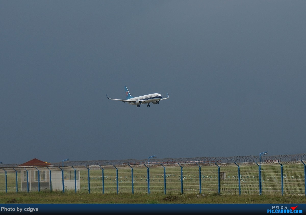 Re:[原创]【KMG】阴天独游长水,有宽体,有彩绘 BOEING 737-800  中国昆明长水国际机场