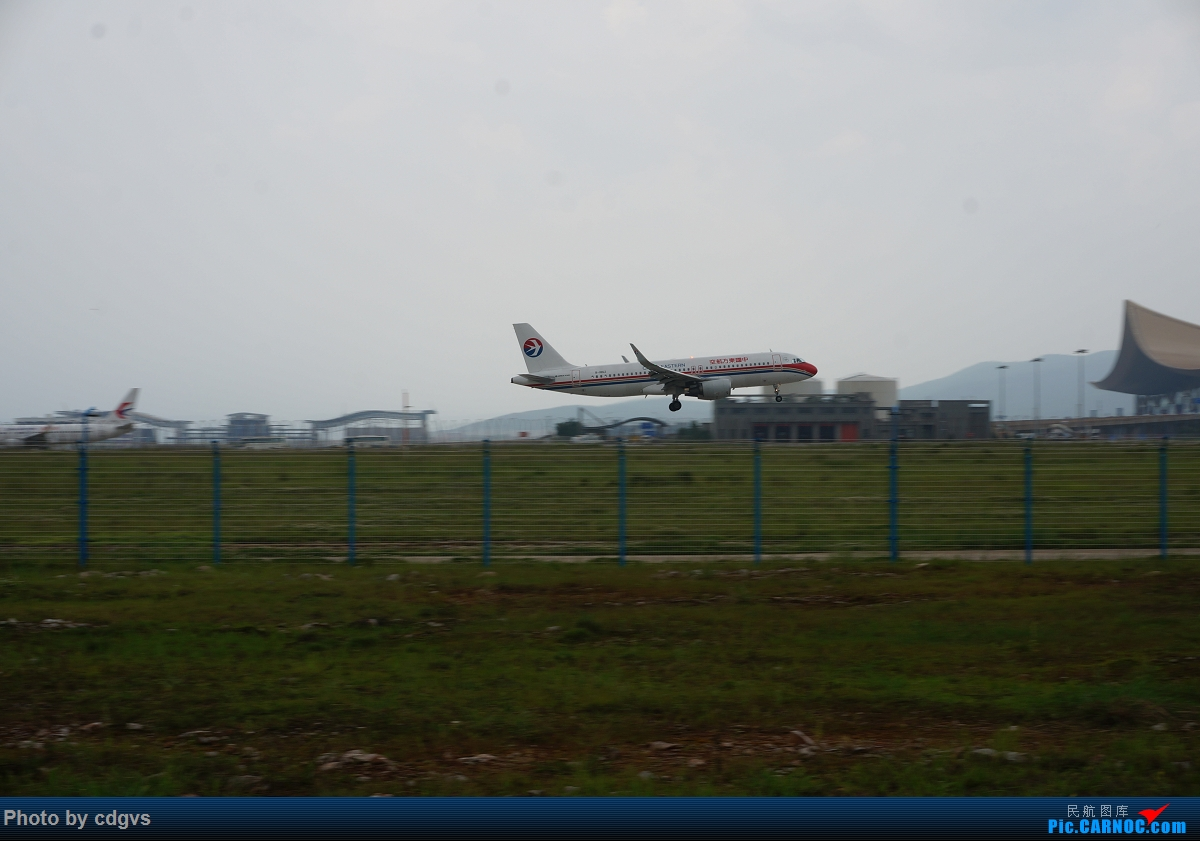 Re:[原创]【KMG】阴天独游长水,有宽体,有彩绘 AIRBUS A320-200  中国昆明长水国际机场