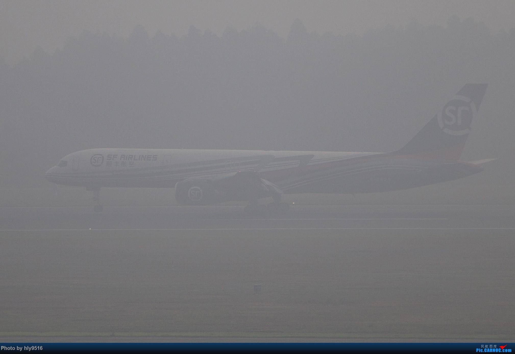[原创]【CTU】去年冬天老图一组,论成都的极致雾霾烂天 BOEING 757-200 B-2829 中国成都双流国际机场