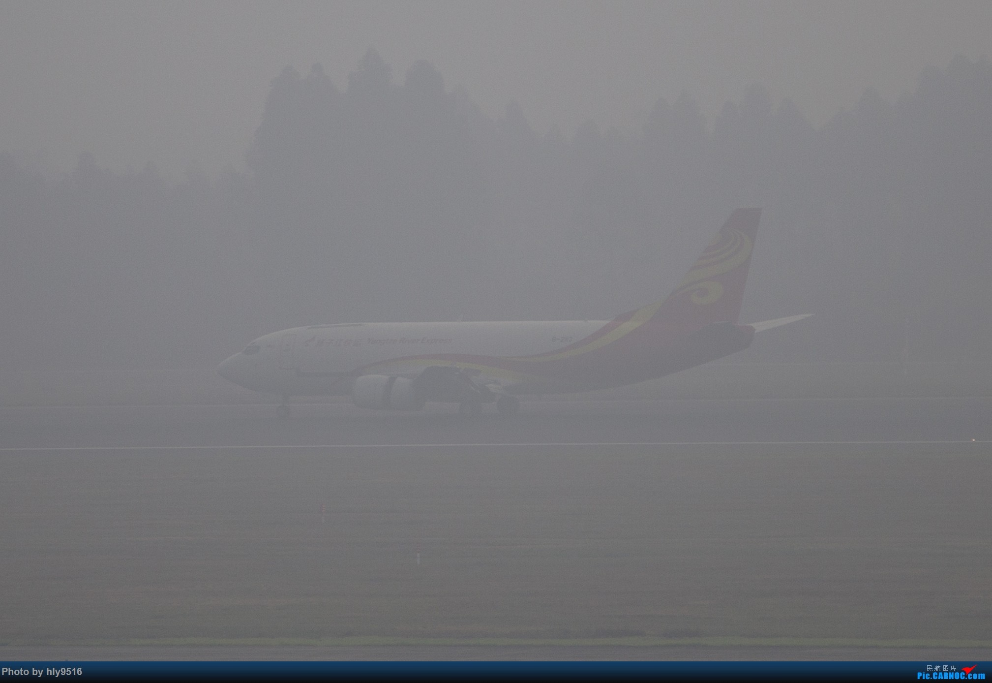Re:[原创]【CTU】去年冬天老图一组,论成都的极致雾霾烂天 BOEING 737-300 B-2113 中国成都双流国际机场