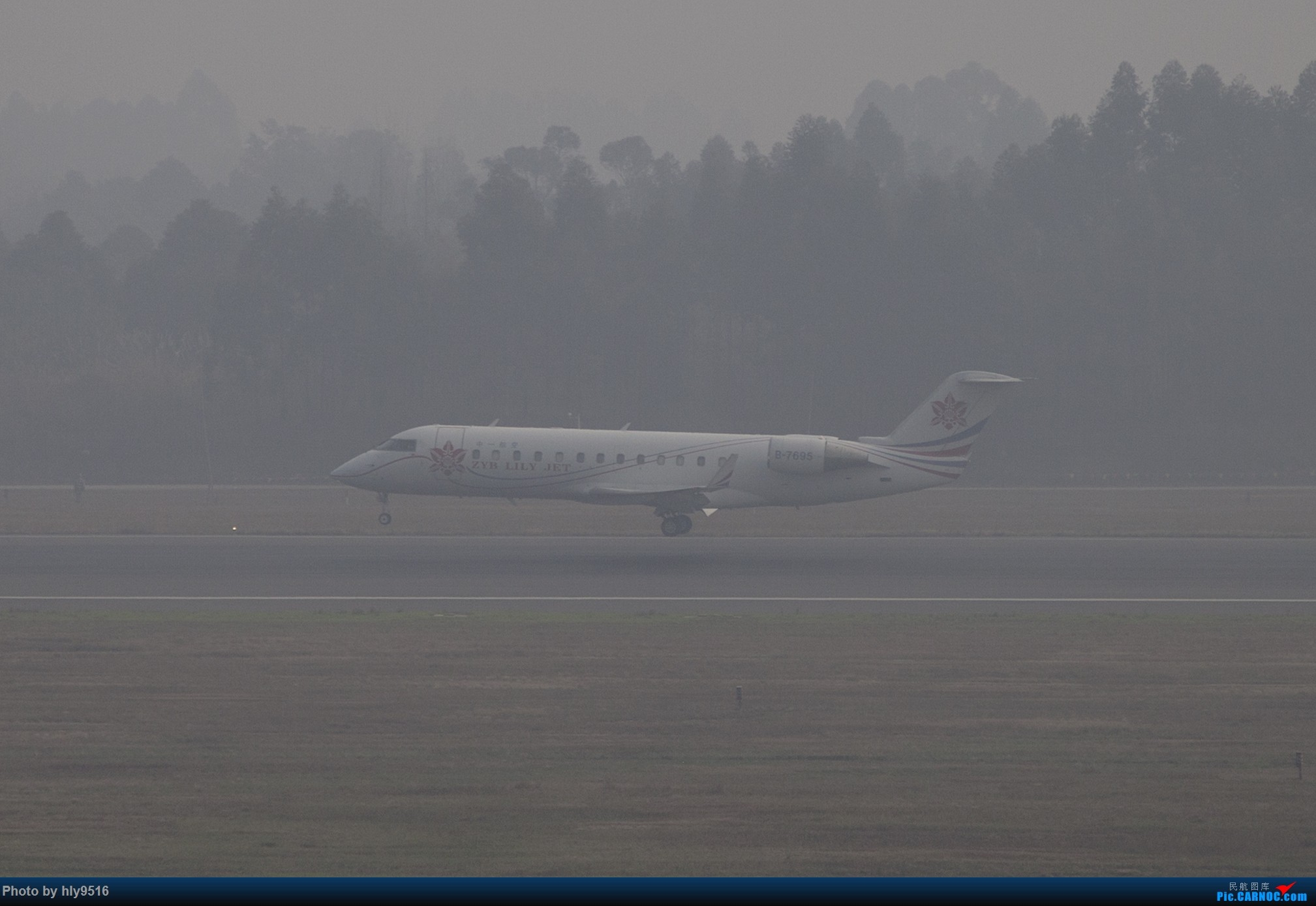 Re:[原创]【CTU】去年冬天老图一组,论成都的极致雾霾烂天 BOMBARDIER CRJ200ER B-7695 中国成都双流国际机场