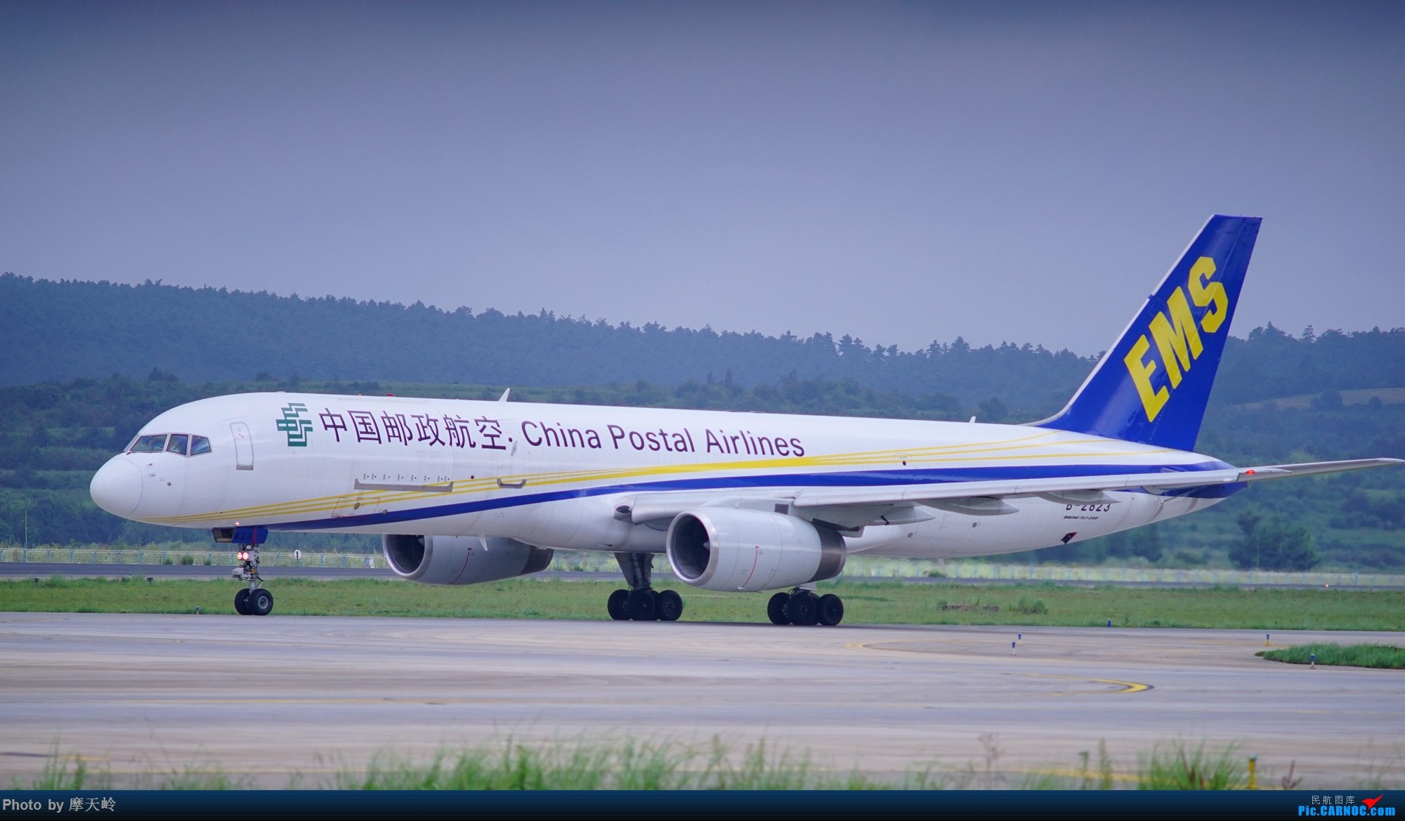 Re:[原创]kmg 东西跑道追拍飞机 BOEING 757-200 B-2823 中国昆明长水国际机场