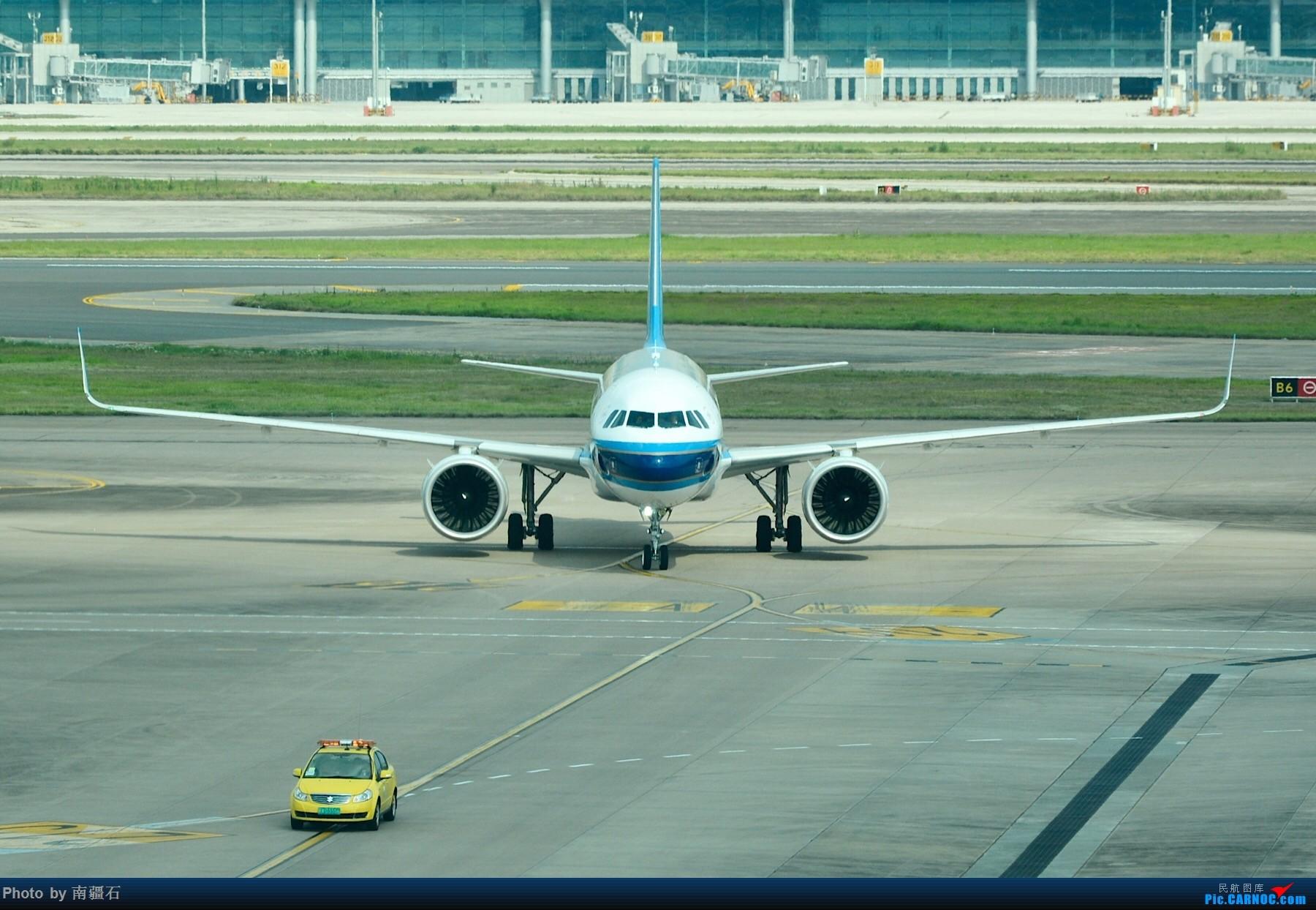 [原创]重庆江北之南航a320neo 卸货 加油 发动机等细节图 AIRBUS A320NEO B-8965 中国重庆江北国际机场