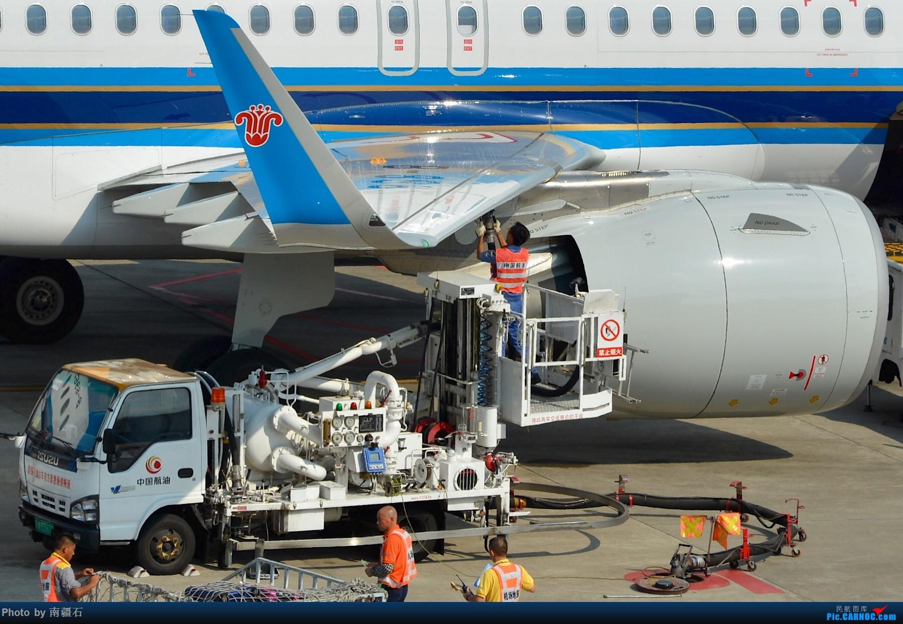 Re:[原创]重庆江北之南航a320neo 卸货 加油 发动机等细节图 AIRBUS A320NEO B-8965 中国重庆江北国际机场