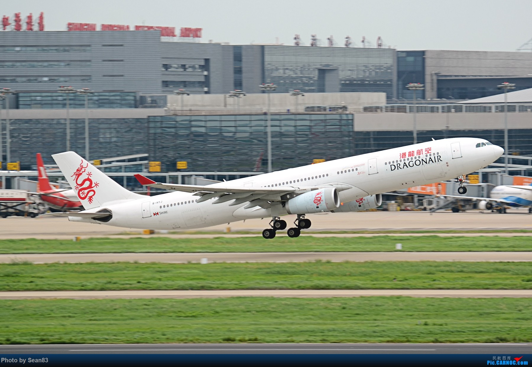 [原创](SHA 1800*)港龙旧装A330-300 AIRBUS A330-300 B-HYJ 上海虹桥机场