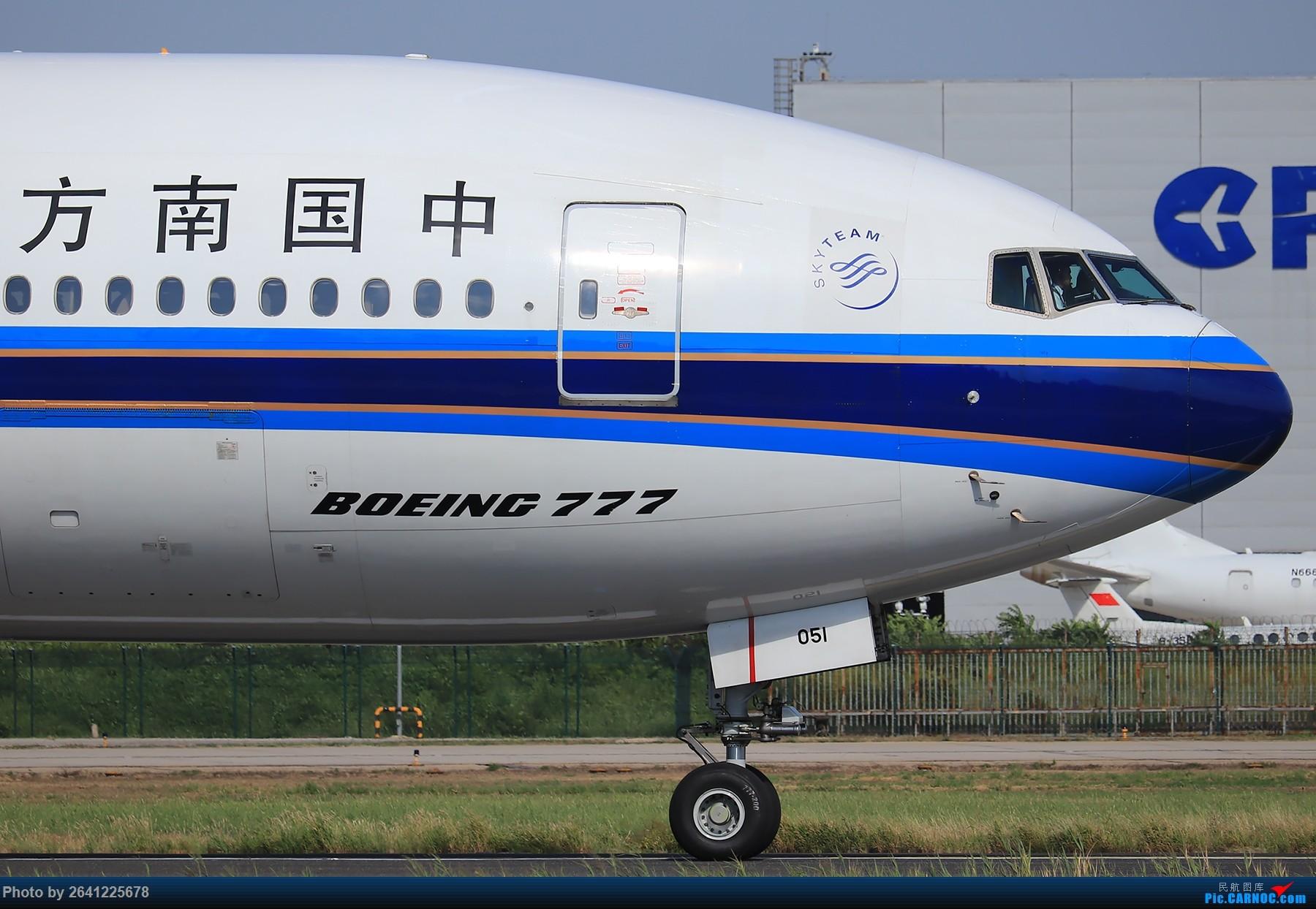 [原创]【PEK】蓝天下的18R(天合联盟篇)法航老涂77W、南航772、东航新737等 BOEING 777-200 B-2051 中国北京首都国际机场