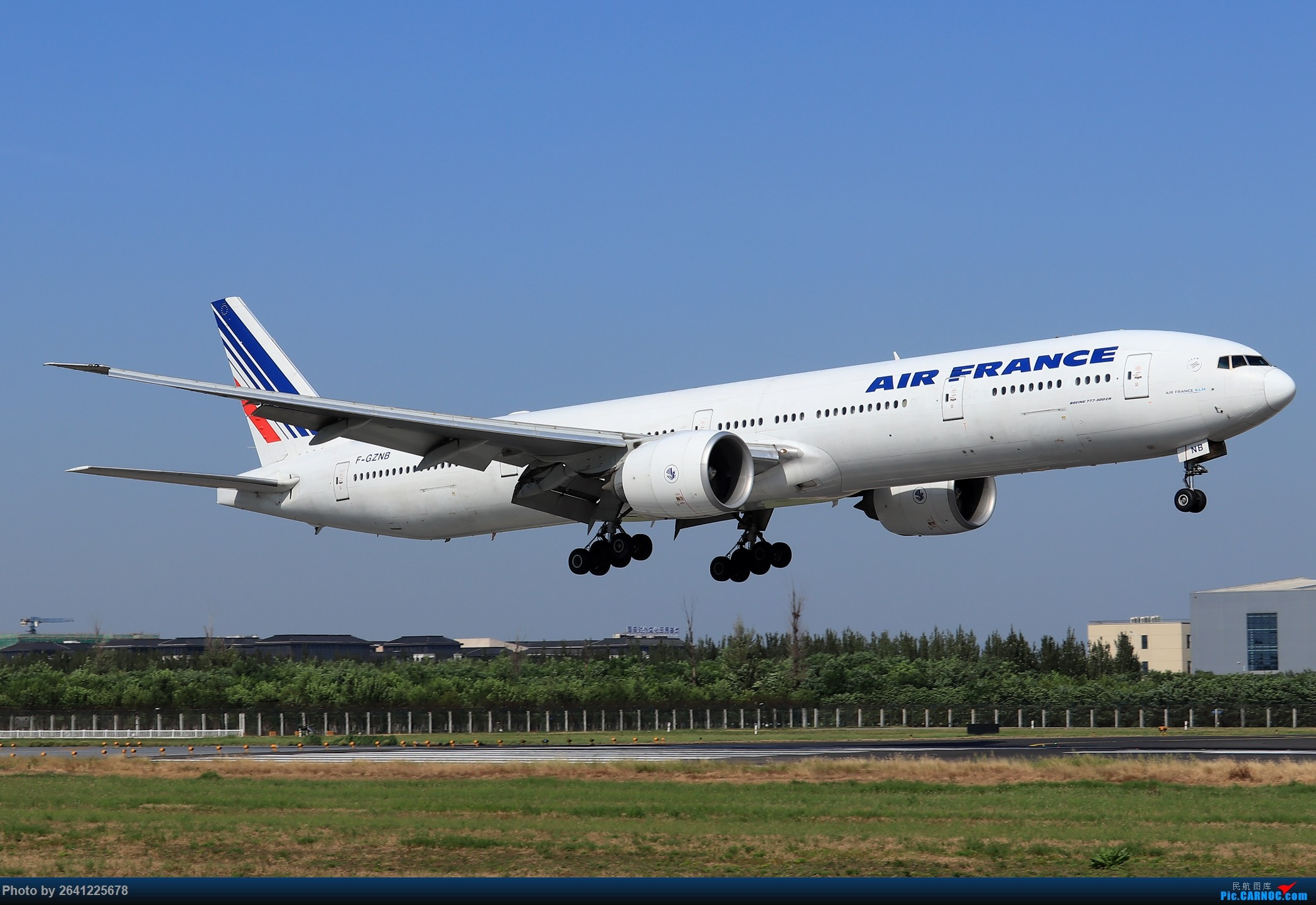 Re:[原创]【PEK】蓝天下的18R(天合联盟篇)法航老涂77W、南航772、东航新737等 BOEING 777-300ER F-GZNB 中国北京首都国际机场