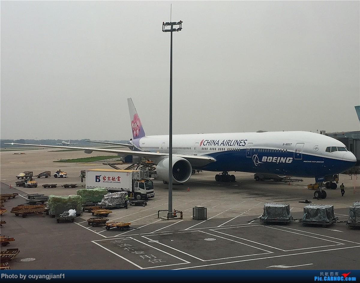 Re:[原创]好久没有发游记了,正好前段时间去了趟阿联酋,那就发一篇阿联酋深度游的游记吧.... BOEING 777-300ER B-18007 中国北京首都国际机场
