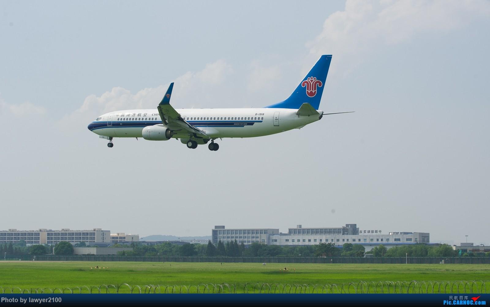 Re:[原创]HGH,一组落地背影 BOEING 737-800 B-1918 中国杭州萧山国际机场