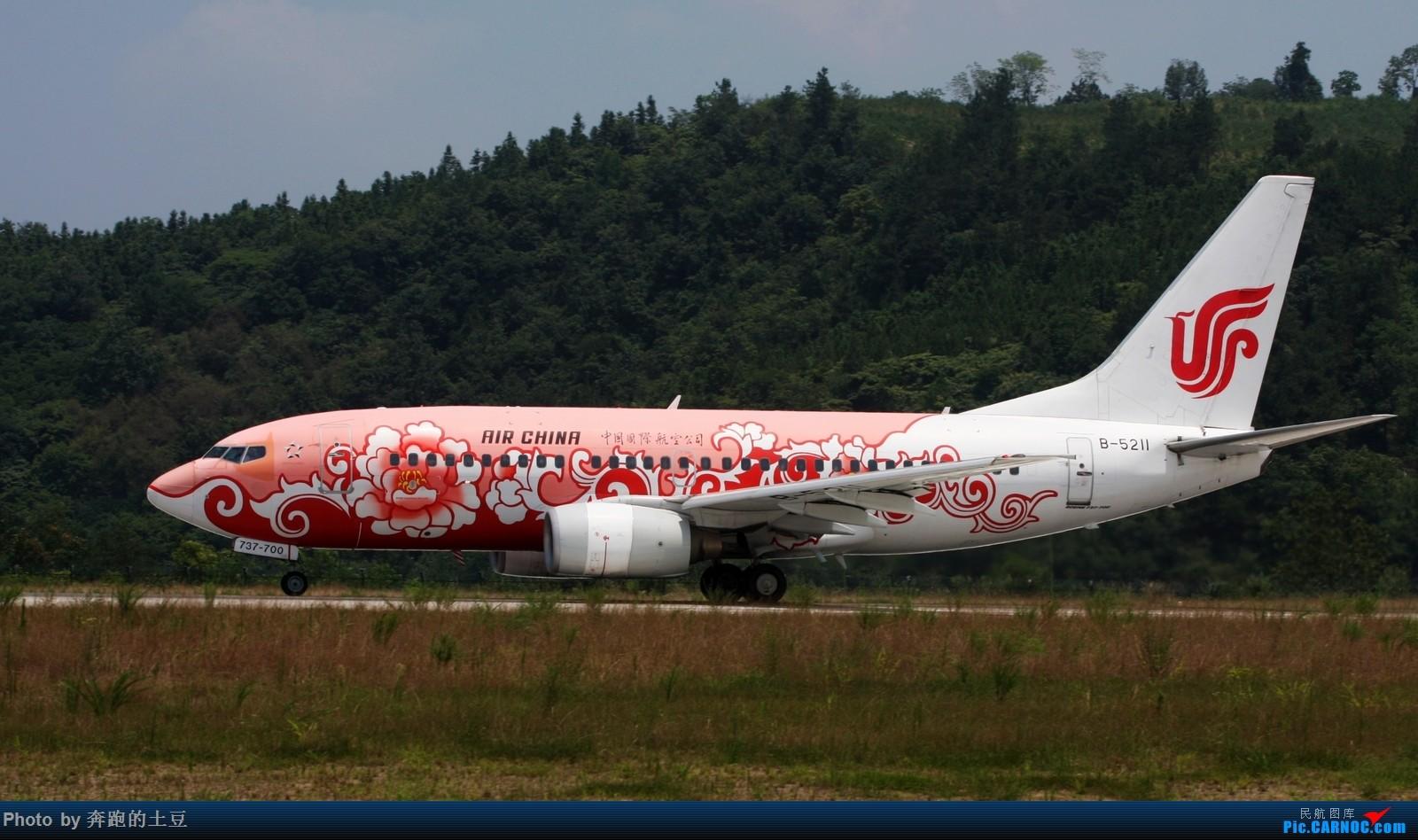 Re:[原创]十堰武当山机场小试牛刀 BOEING 737-700 B-5211 中国十堰武当山机场