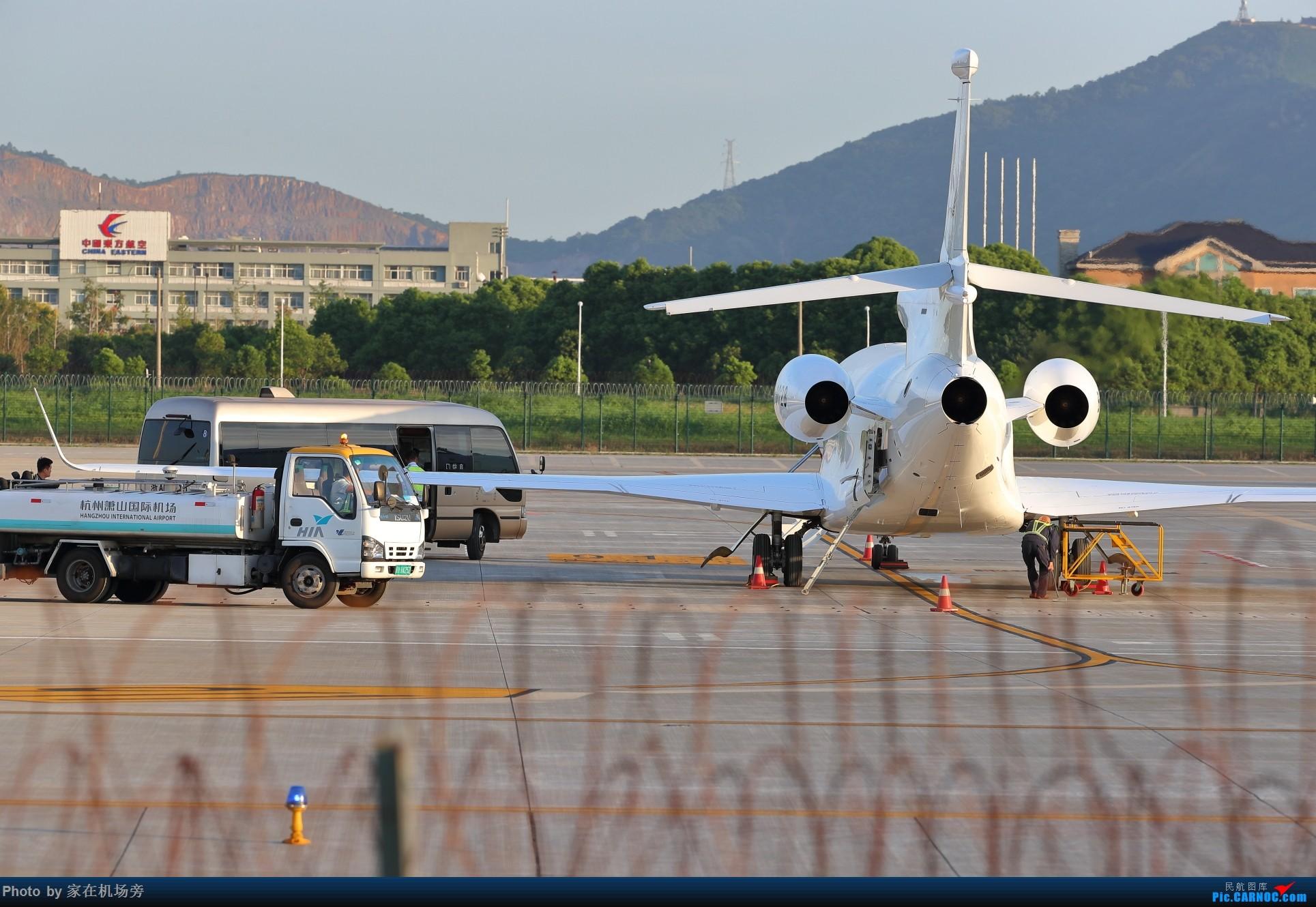 Re:[原创]杭州机场傍晚的公务机群 达索猎鹰7X