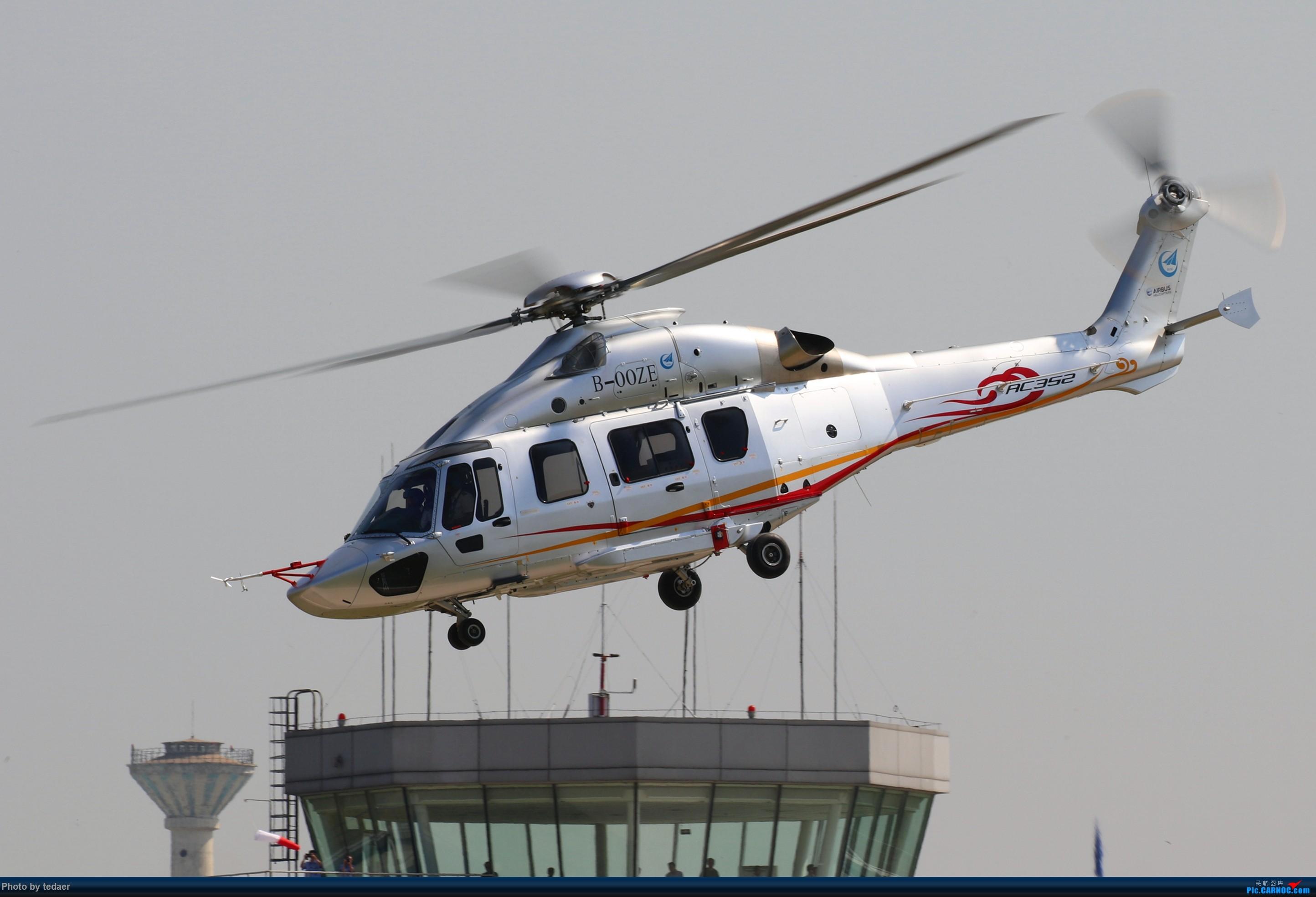 未来科幻武装直升机