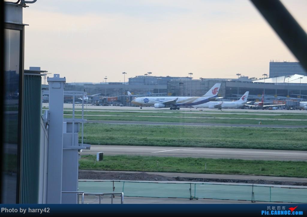 Re:[原创]【蜀黍游记No.4】又见面了,香港——抓住暑假的尾巴,寻找不一样的香港 AIRBUS A330-200 B-6076 中国上海虹桥国际机场