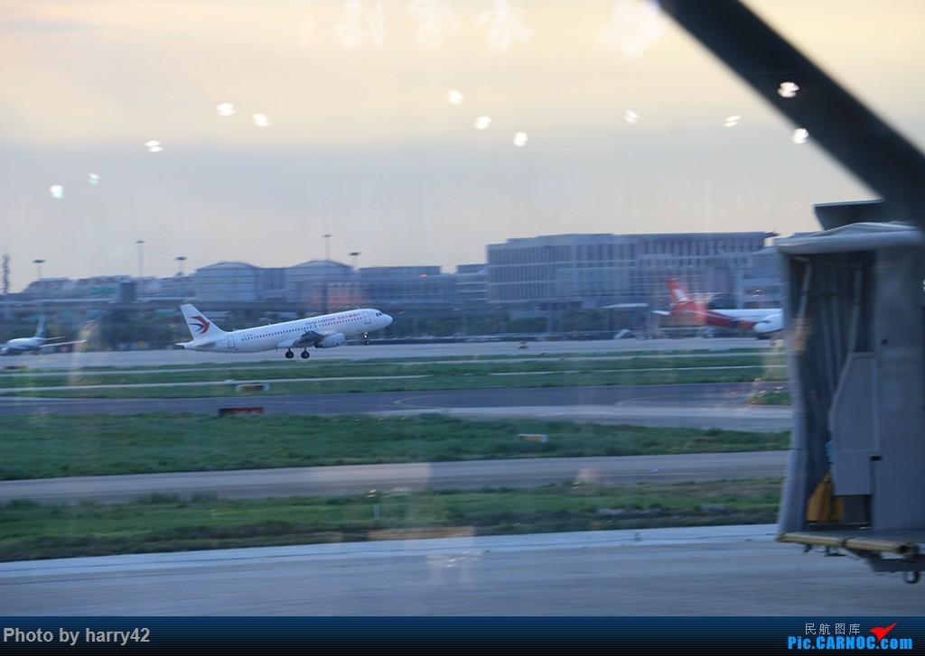 Re:[原创]【蜀黍游记No.4】又见面了,香港——抓住暑假的尾巴,寻找不一样的香港 AIRBUS A320-200 B-6586 中国上海虹桥国际机场