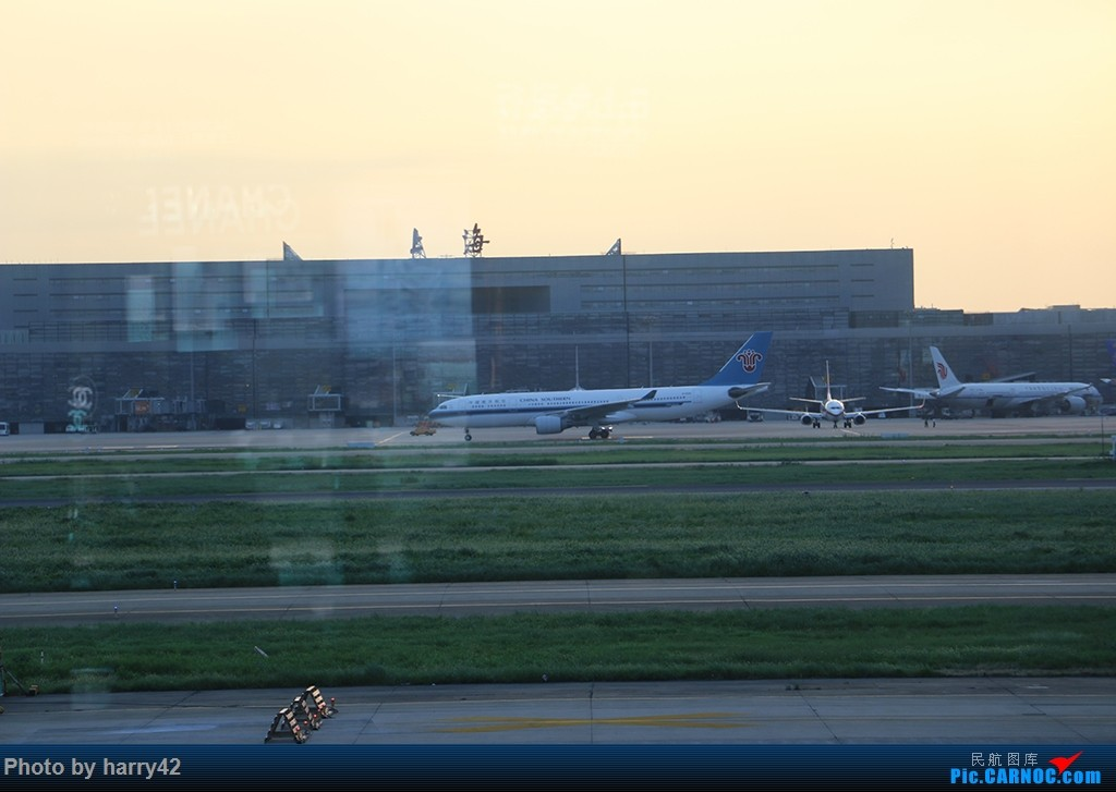 Re:[原创]【蜀黍游记No.4】又见面了,香港——抓住暑假的尾巴,寻找不一样的香港 AIRBUS A330-200 B-6526 中国上海虹桥国际机场