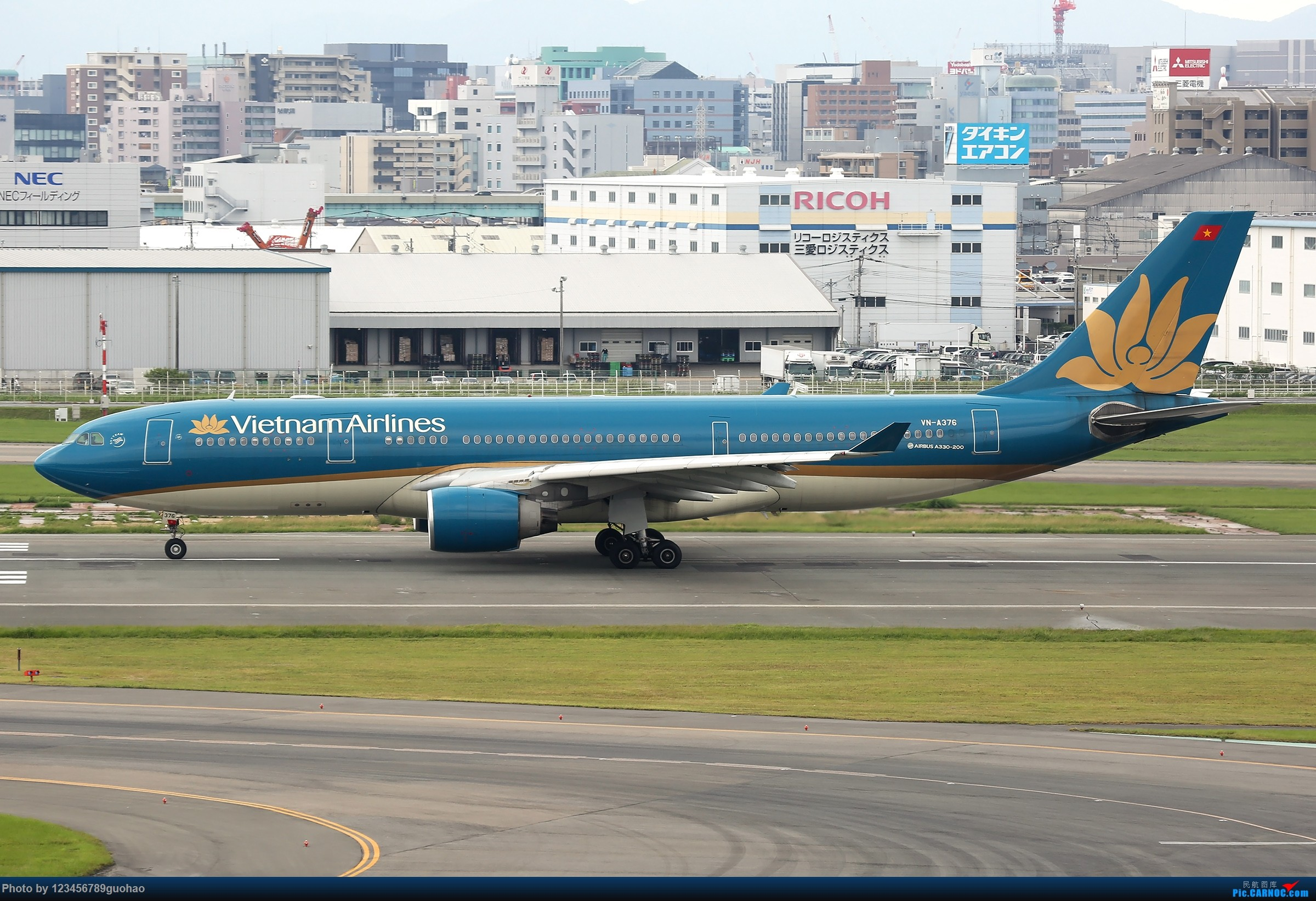 Re:[原创]FUK330一组 AIRBUS A330-200 VN-A376 日本福冈机场