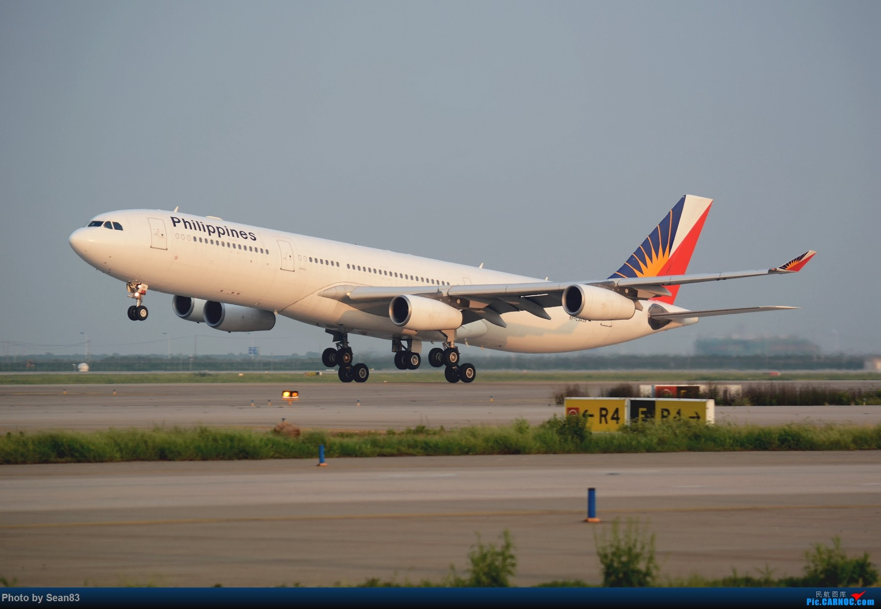 [原创](PVG 1800*) 菲律宾A340-300 迎着夕阳起飞 AIRBUS A340-300 RP-C3439 上海浦东国际机场