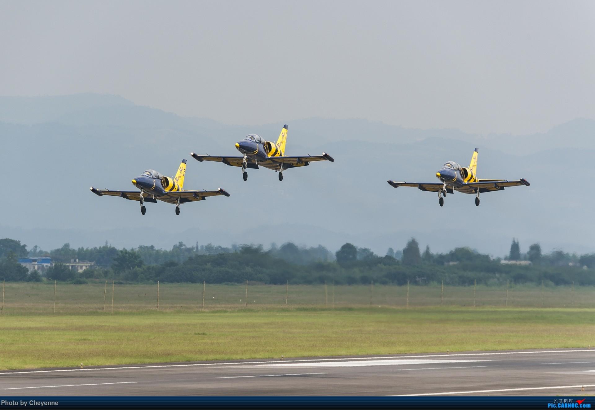 [原创]外面遛遛就好,瞅瞅可爱的华约小蜜蜂 AERO L-39C ALBATROS YL-KSH 中国广汉机场