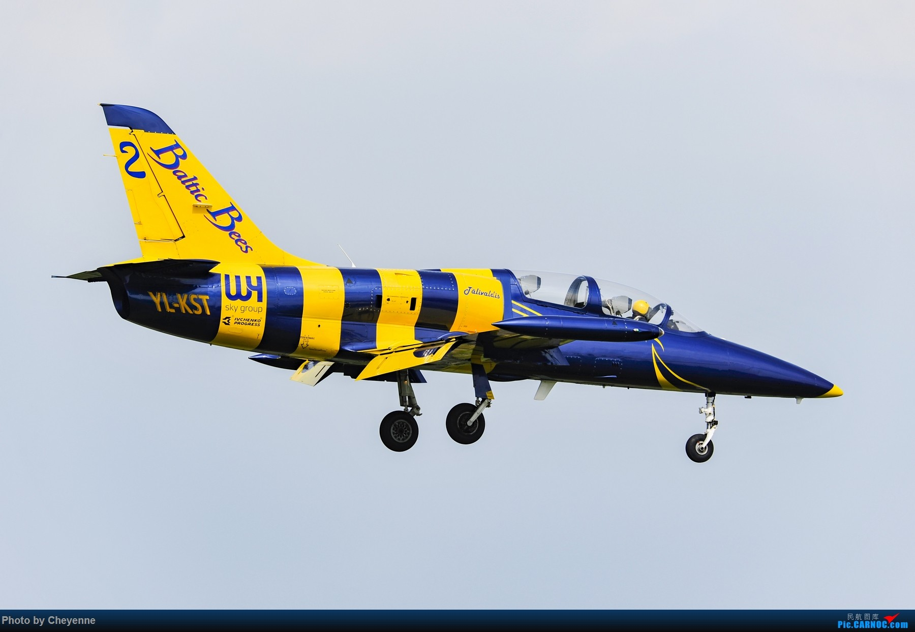 Re:[原创]外面遛遛就好,瞅瞅可爱的华约小蜜蜂 AERO L-39C ALBATROS YL-KST 中国广汉机场