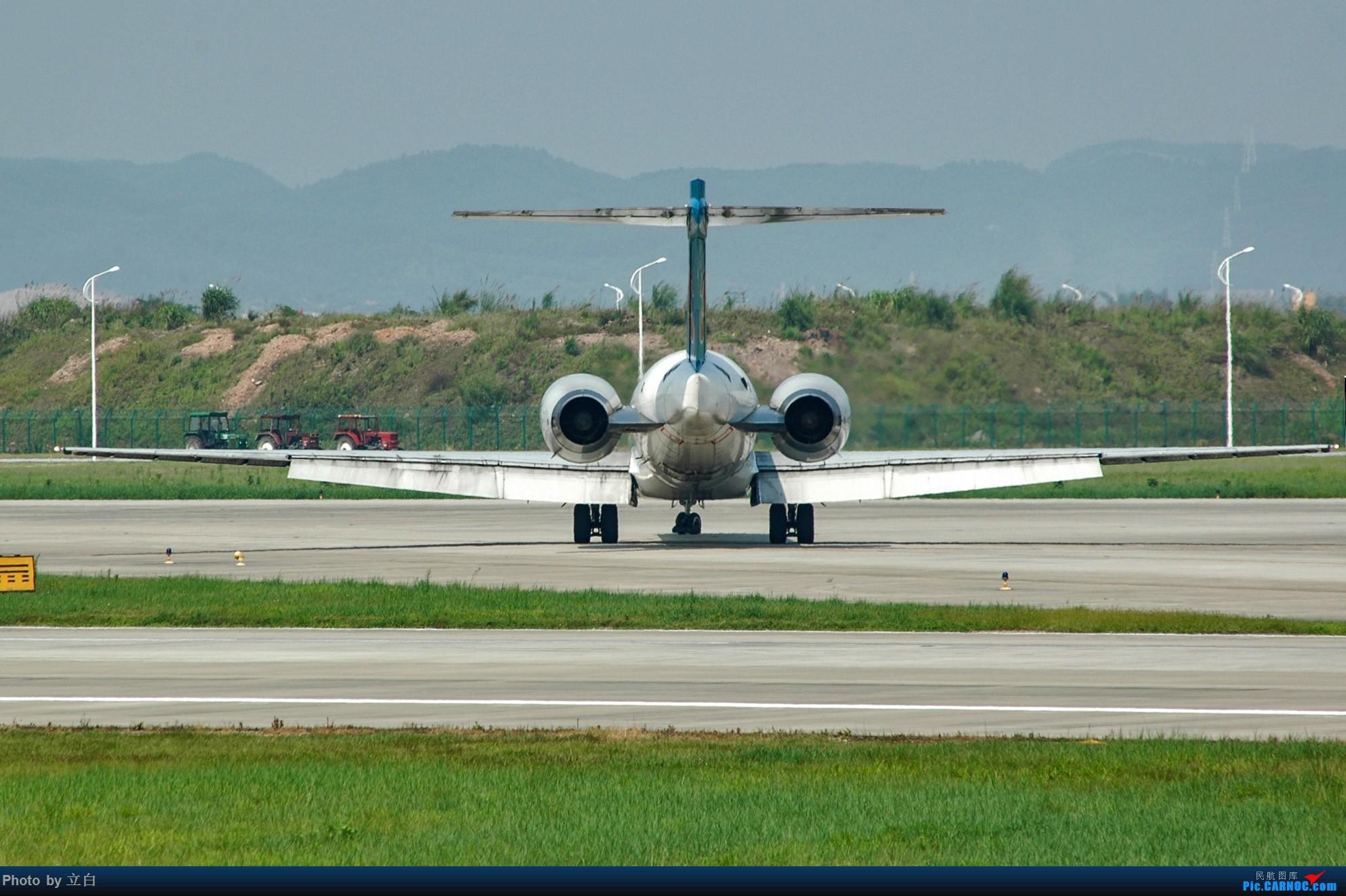 Re:[原创]以前拍的烂片,但也算是历史的记忆 MD MD-90-30 B-2251 中国广州白云国际机场