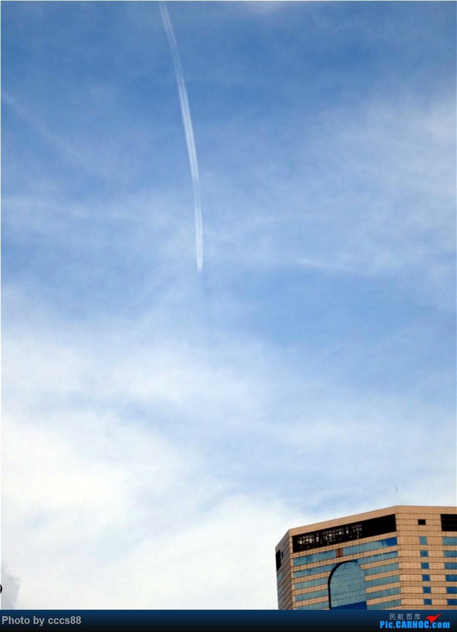 [原创]10月7日中午拍飞经香港的新航380 A380  香港