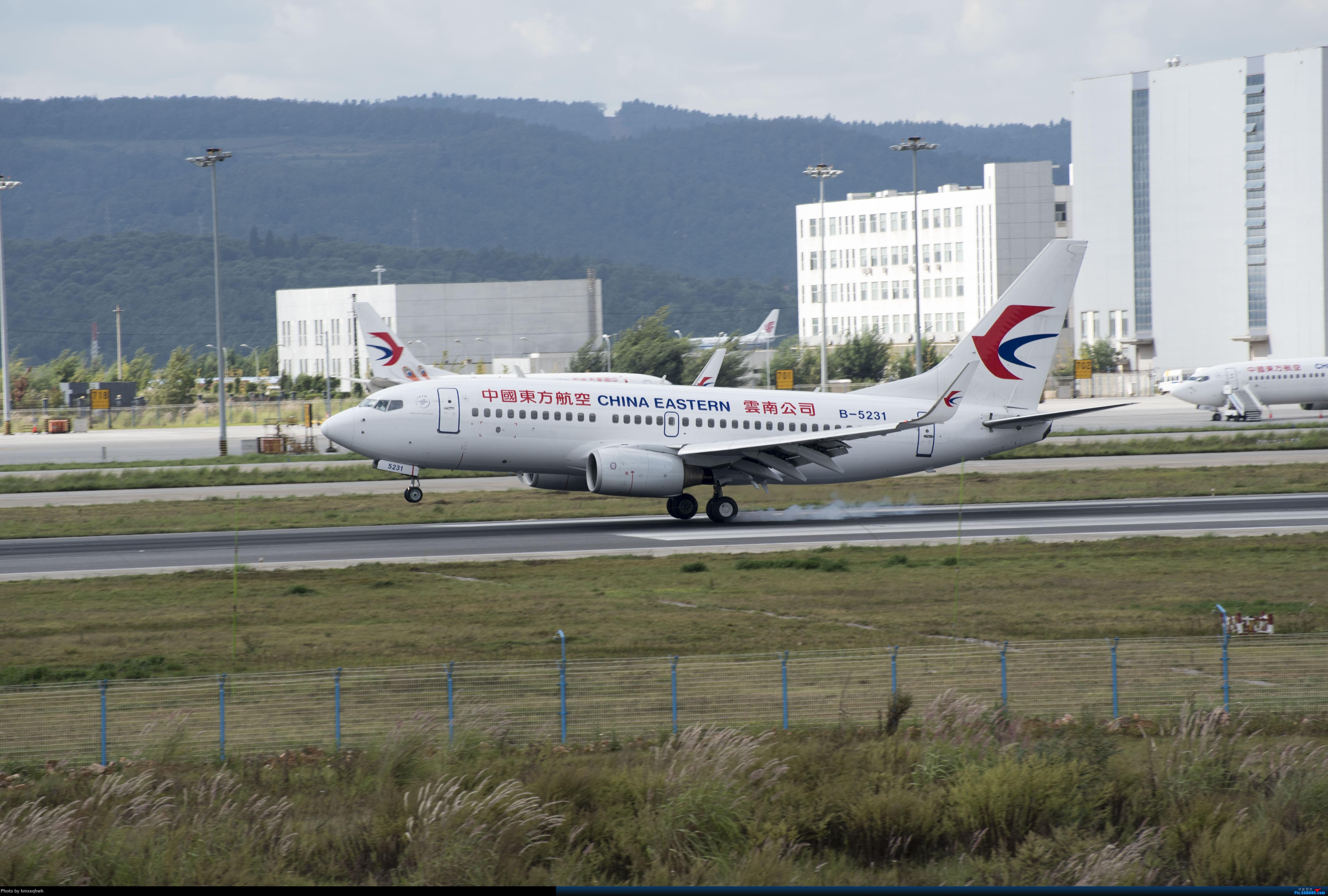 接地两次擦烟 BOEING 737-700 B-5231 中国昆明长水国际机场