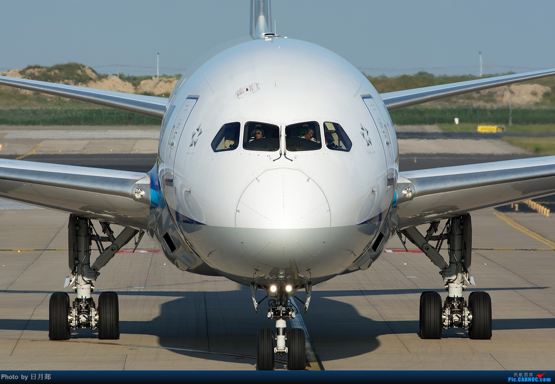 一张图偷窥到全日空789的HUD BOEING 787-9  中国上海浦东国际机场